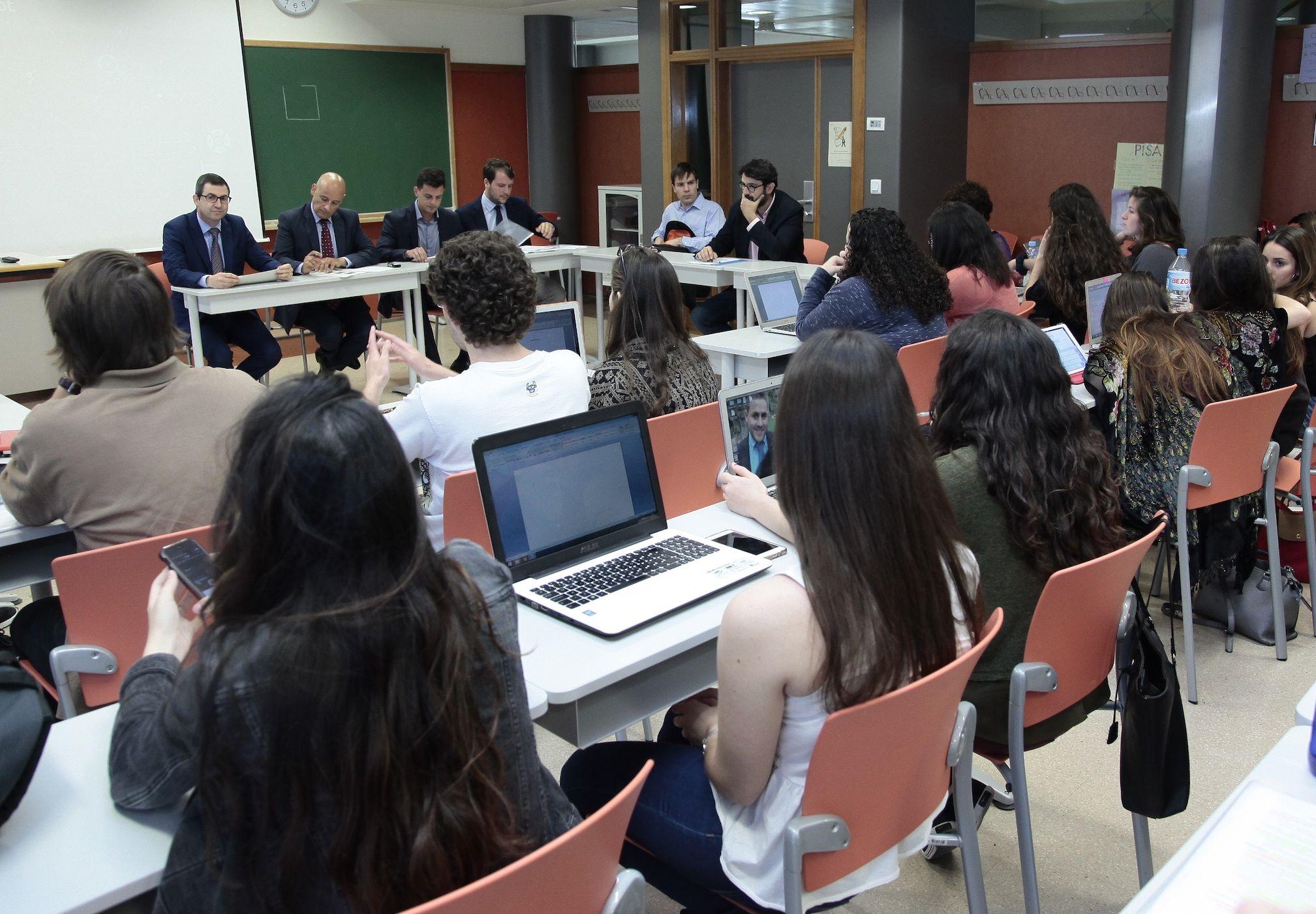 """Jornada """"La formación universitaria ante los nuevos escenarios de seguridad: ciberguerra y ciberdefensa"""", en el CEU-UCH."""