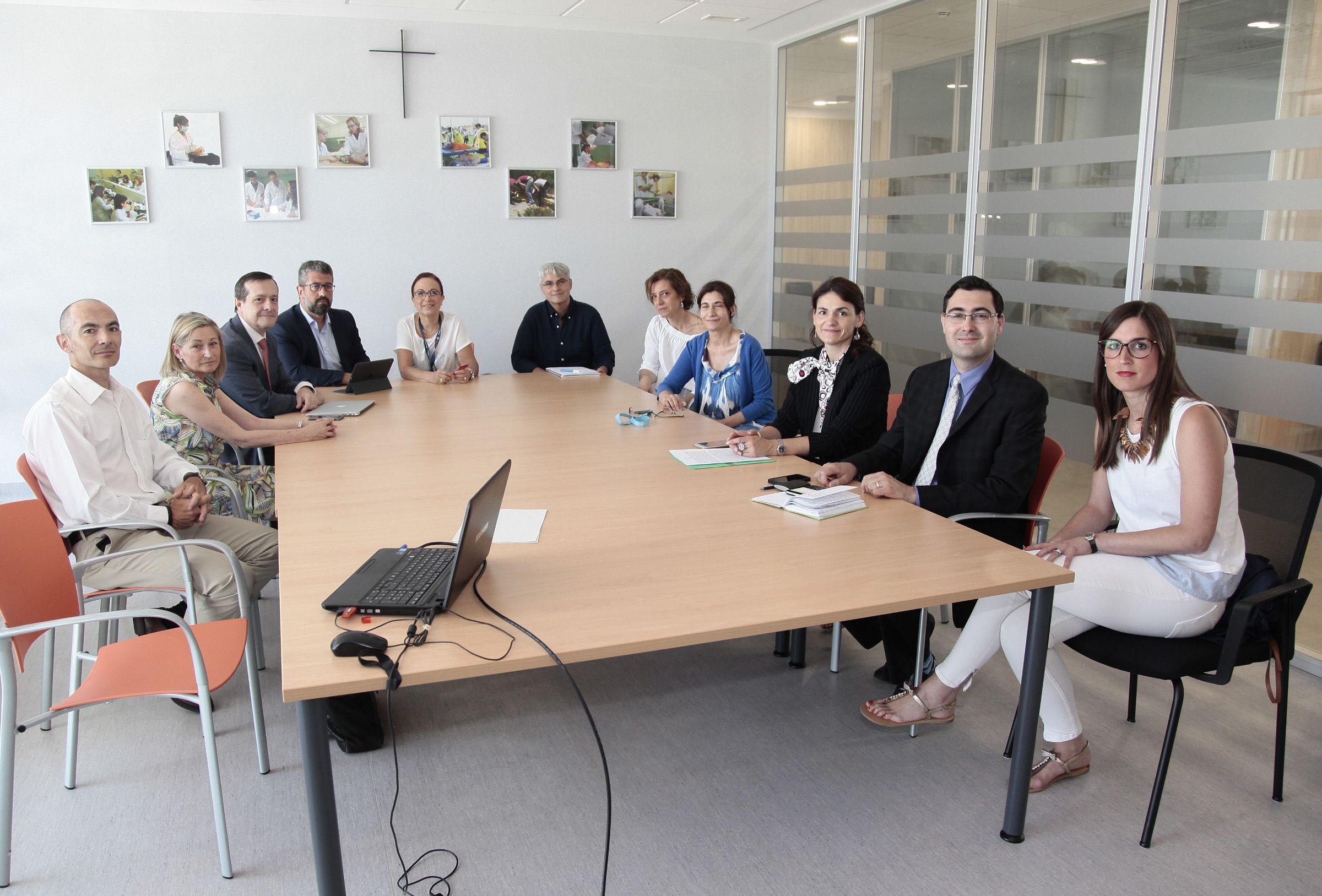 Los investigadores del Grupo SEPLAN del CEU-UCH y de Bionexum Health, durante su reunión con Brian Morales, del US Department of State.