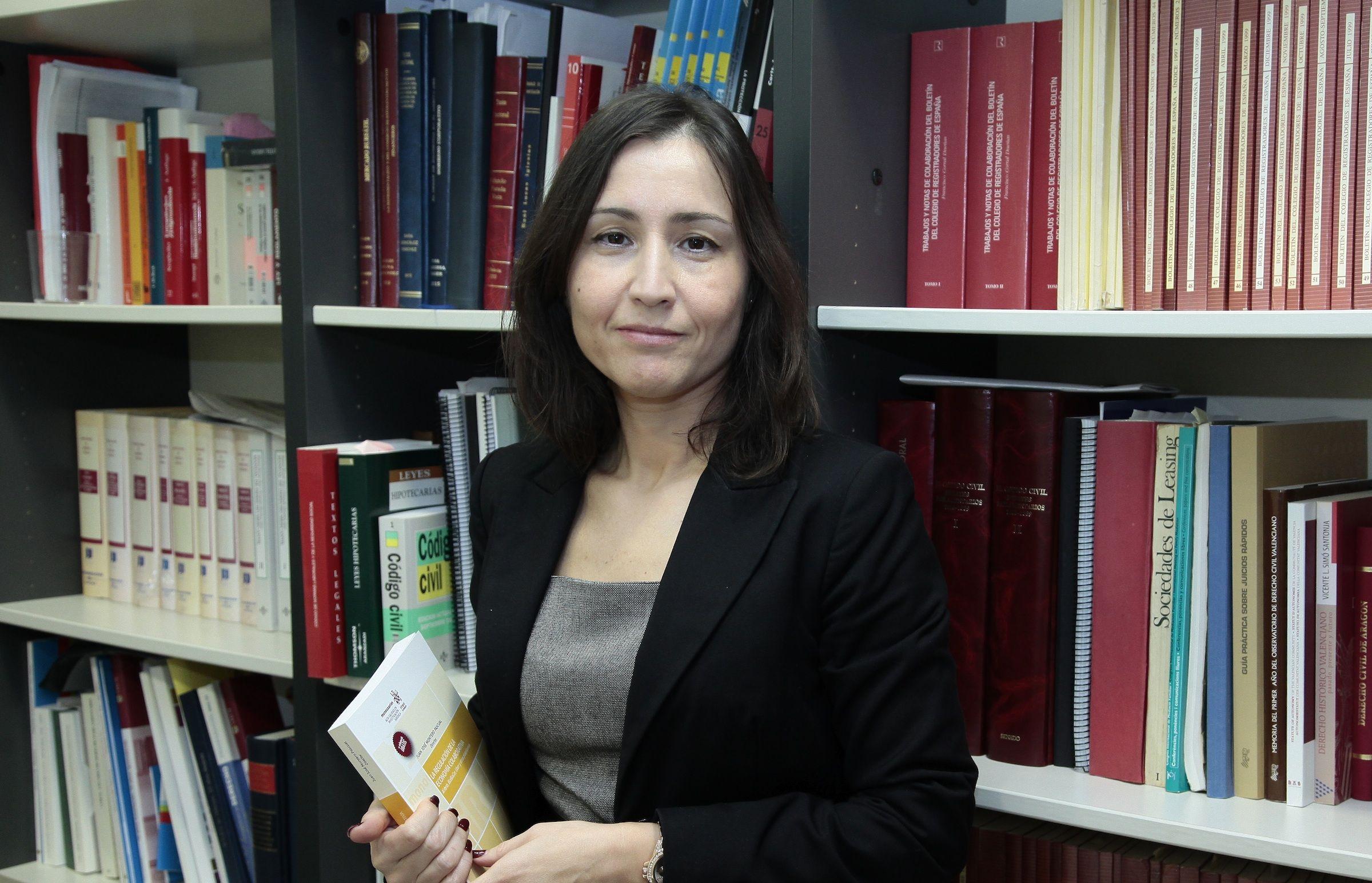 La profesora titular de Derecho Mercantil del CEU-UCH, Isabel Rodríguez Martínez, autora del estudio.