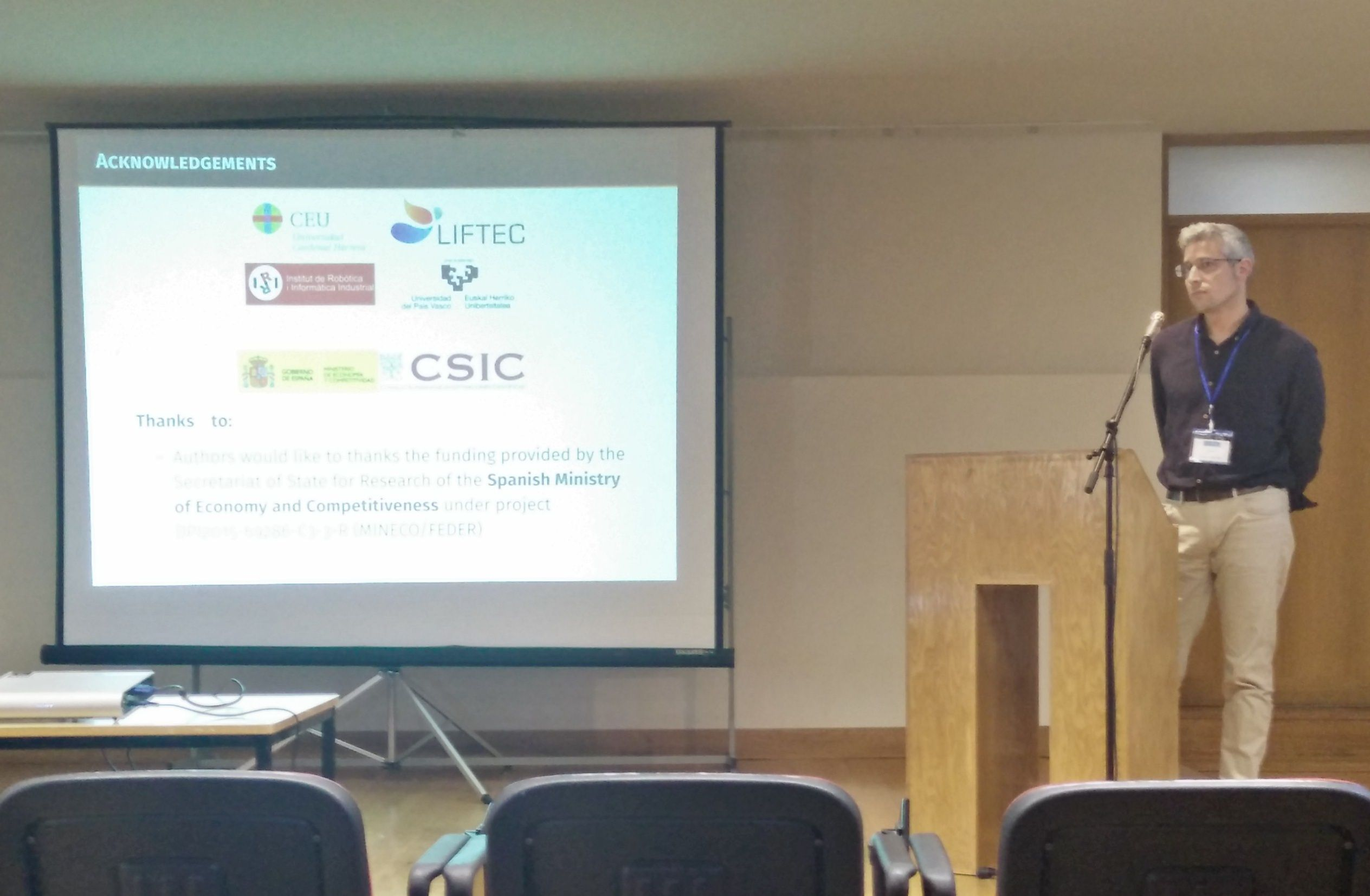 El profesor Renau, durante la presentación del proyecto en Hyceltec 2017, en Oporto.