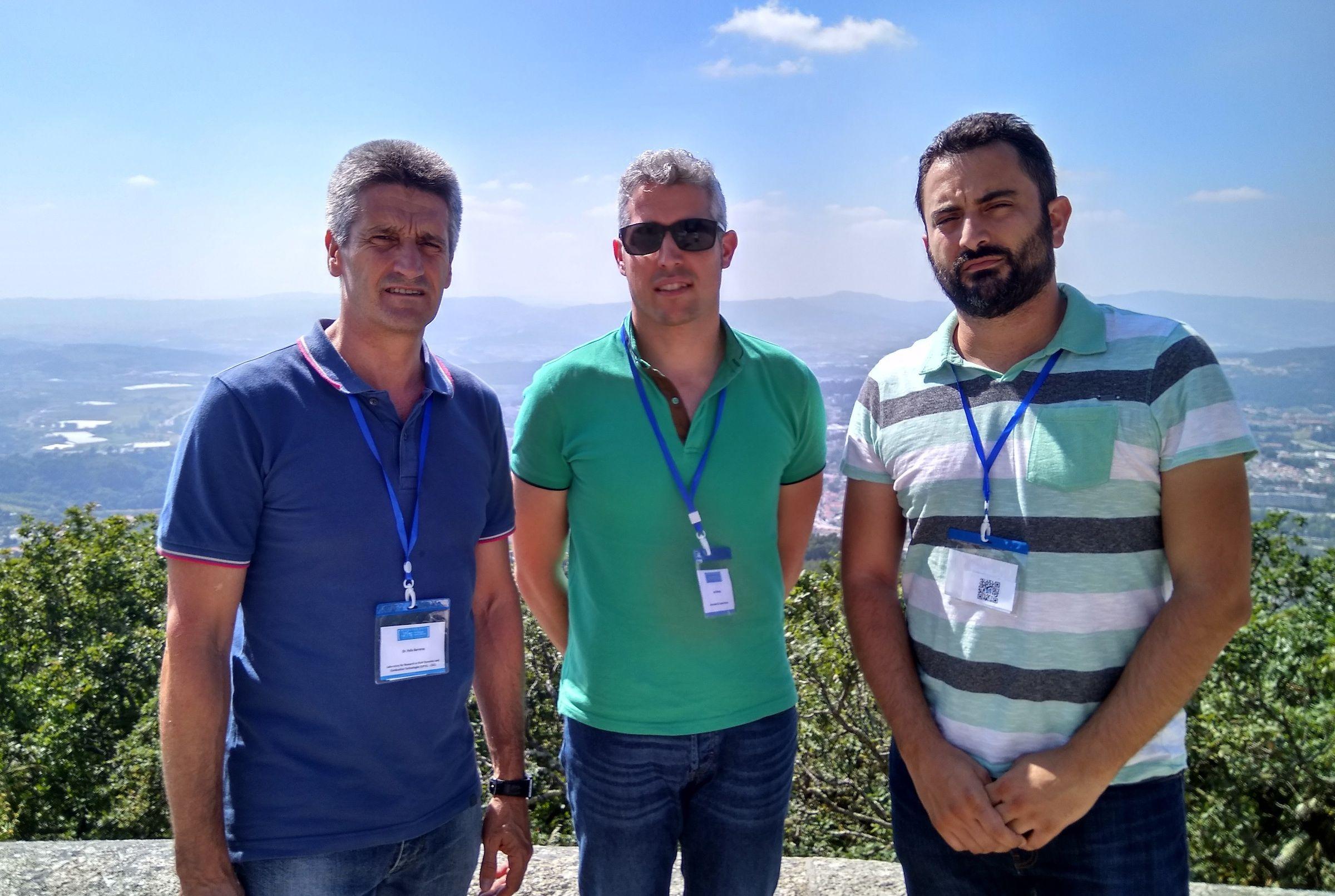 Los investigadores Félix Barreras (LIFTEC Zaragoza), Jordi Renau (CEU-UCH) y Antonio Real (CEU-UCH), la pasada semana en Oporto, sede de Hyceltec 2017 donde han presentado el nuevo sistema de cogeneración.