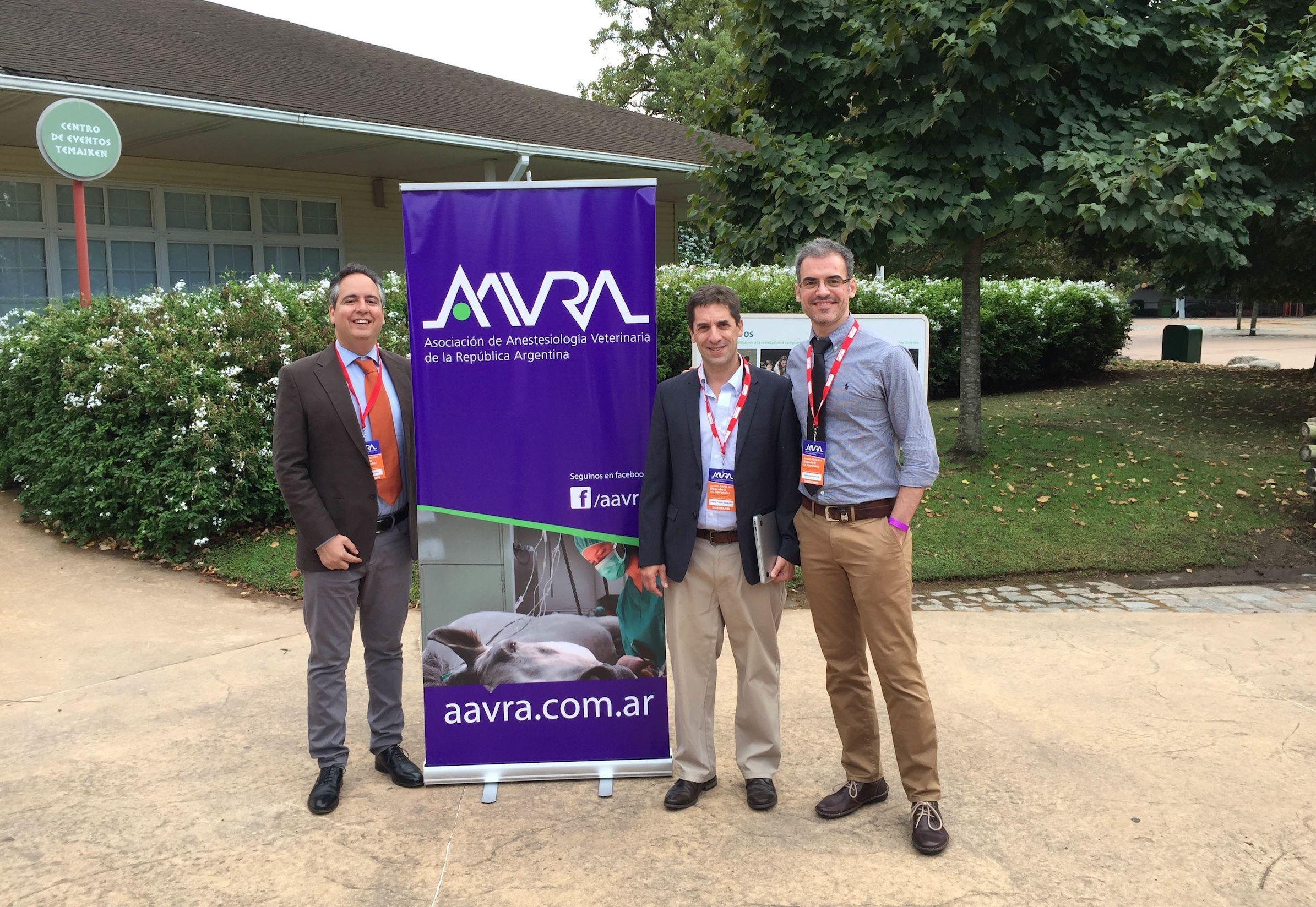 Los profesores Redondo (CEU-UCH), Otero (UBA) y Martínez Taboada (U. Sydney), en el Congreso de la AAVRA en Buenos Aires.