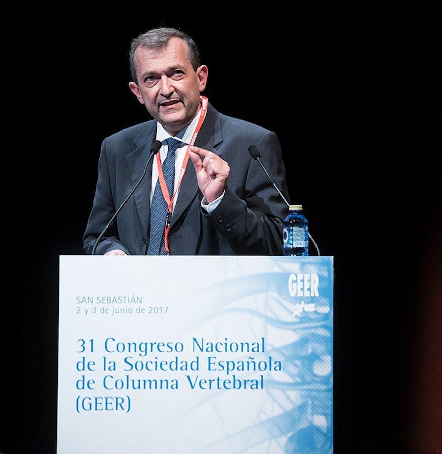 El profesor de Medicina del CEU-UCH Julio Doménech, durante la presentación del ensayo clínico premiado en el Congreso GEER 2017.
