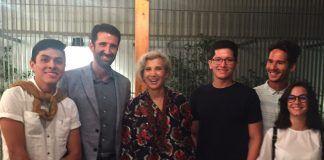Carme Pinós y Alfonso Díaz, con un grupo de estudiantes de Arquitectura de la CEU UCH.
