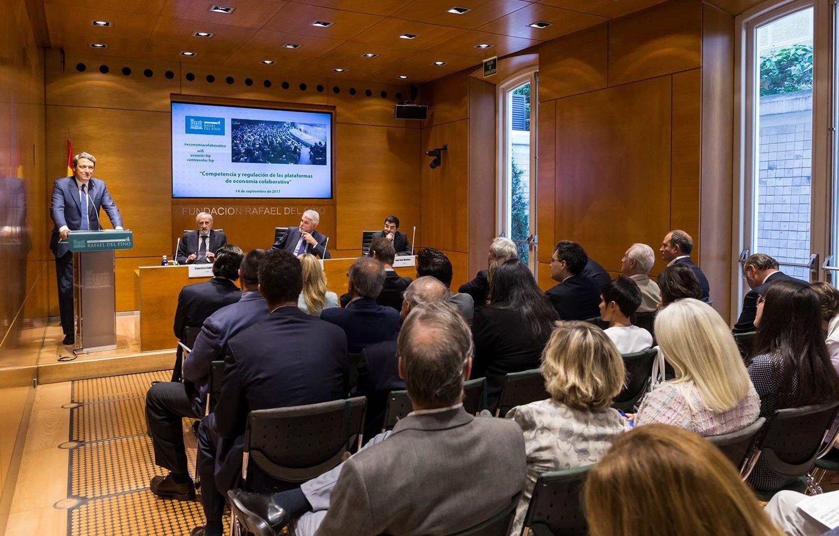 """La Fundación Rafael del Pino acoge la jornada """"Competencia y regulación de las plataformas de economía colaborativa"""". Foto: Fundación Rafael del Pino."""