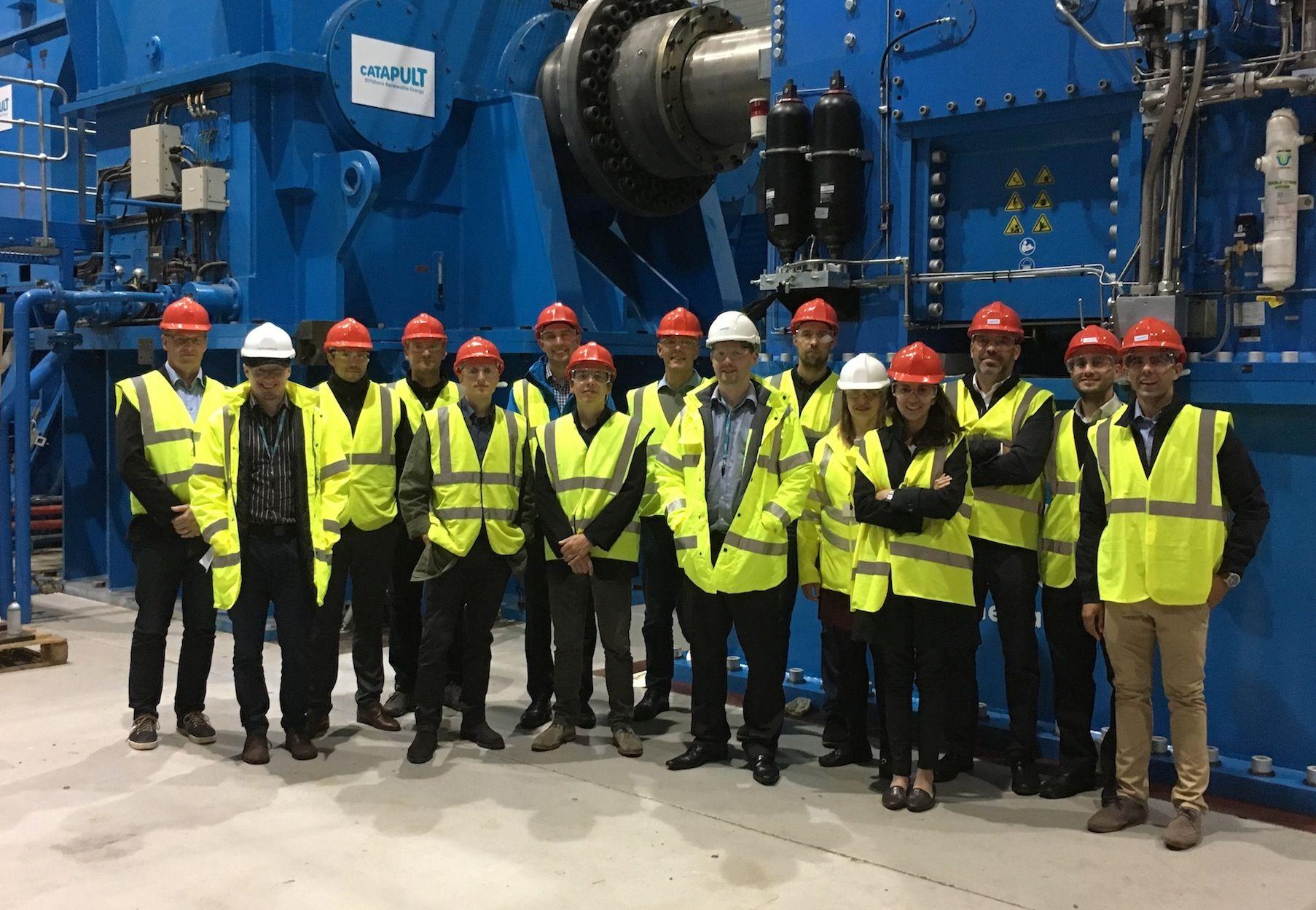 Fernando Sánchez, de la CEU UCH, junto a investigadores del grupo europeo ODB en las instalaciones de ORE Catapult. (Foto: ORE Catapult).