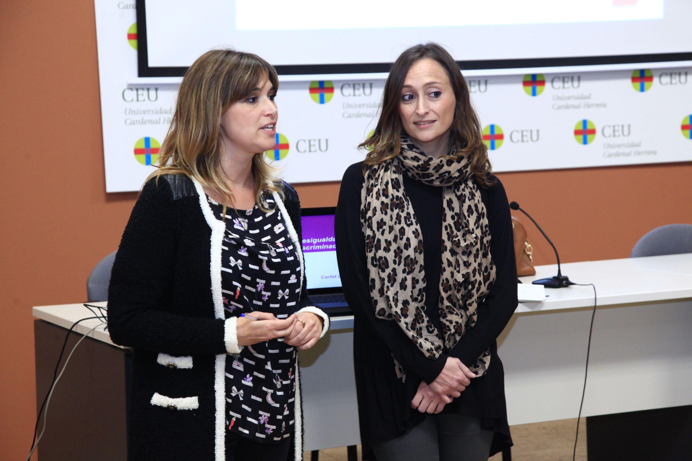 La coordinadora del Grado en Derecho en la CEU UCH, Beatriz Hermida, con Lara Esteve.