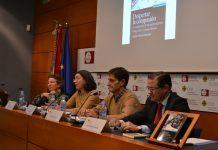 La doctora Victoria Espinar, la decana Alicia López, el catedrático Vicente Bellver y el profesor Emilio García Sánchez, en la presentación del libro.