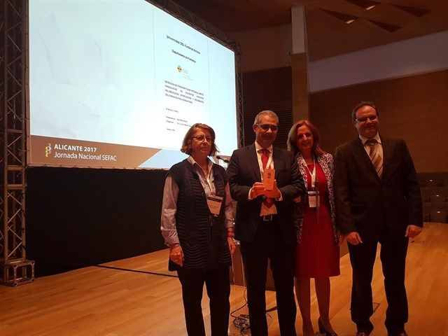 Otón Bellver, autor de la tesis defendida en la CEU UCH, recibió su premio en la Jornada Nacional de la SEFAC, en Alicante.