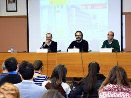 El vicerrector de Investigación de la CEU UCH, Ignacio Pérez, el investigador del CNB-CSIC, Lluis Montoliu, y el coordinador del ciclo CEU Descubre, en la presentación de la conferencia.