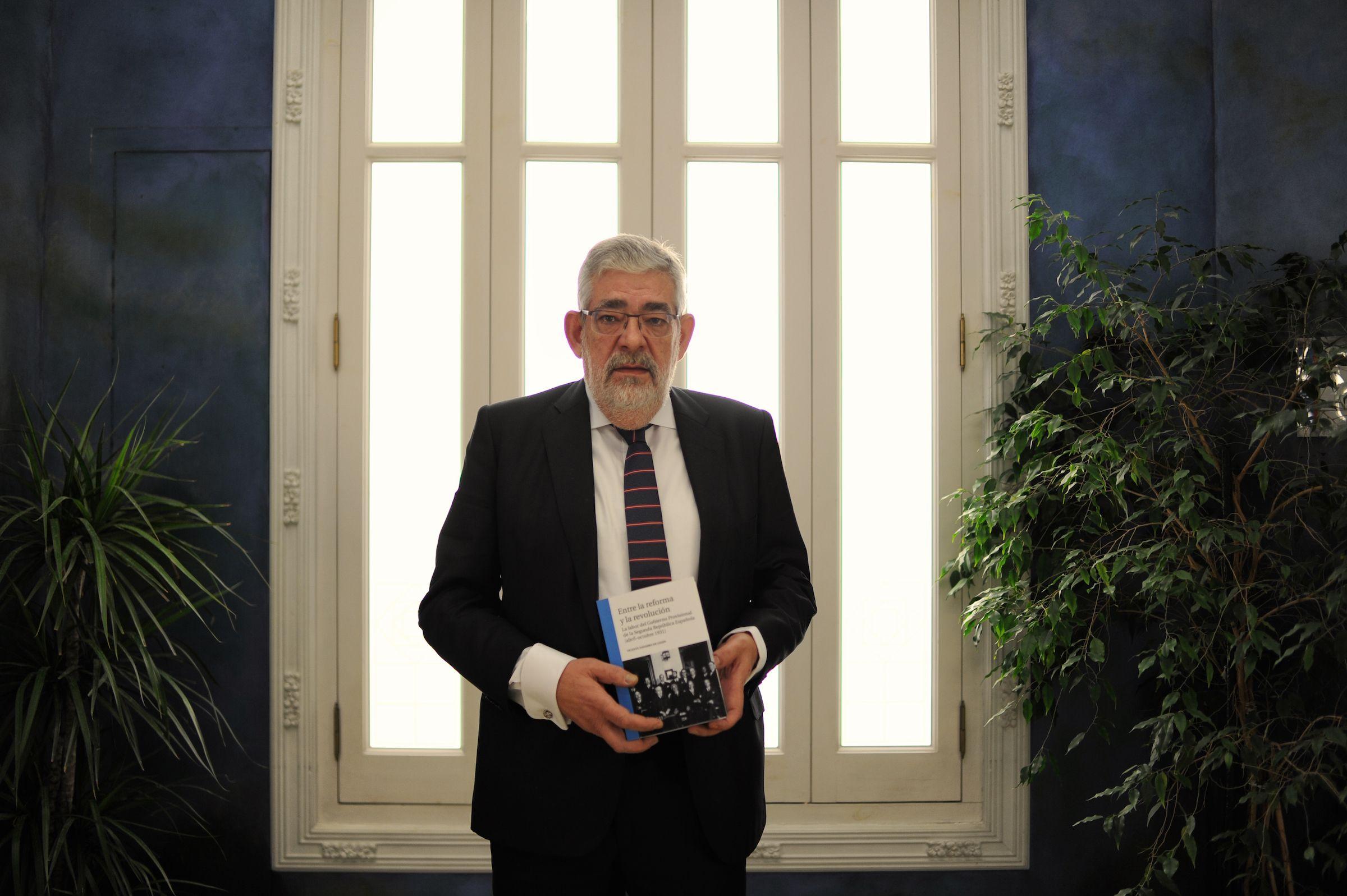 """Vicente Navarro de Luján, profesor y director de Proyección Social y Cultural de la CEU UCH, autor de """"Entre la Reforma y la Revolución""""."""