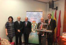 Santiago Vega junto al organizador y los ponentes de la sesión sobre bioseguridad en la Real Academia de Ciencias Veterinarias de España.