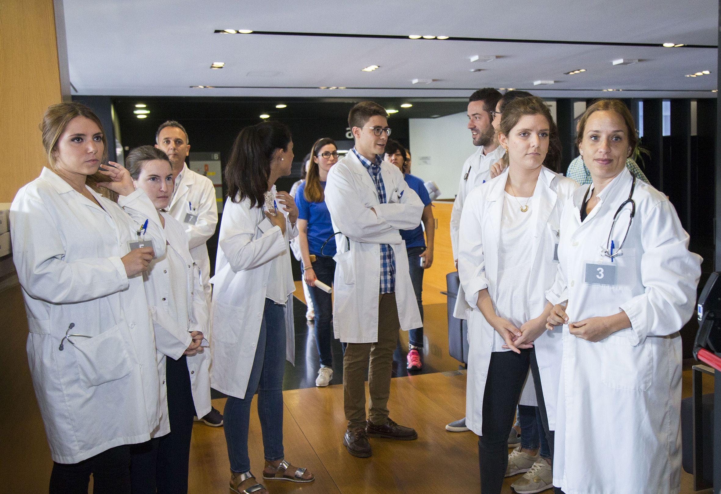 Los alumnos de sexto de Medicina del CEU de Castellón, durante la ECOE en el nuevo Centro de Simulación Avanzada.