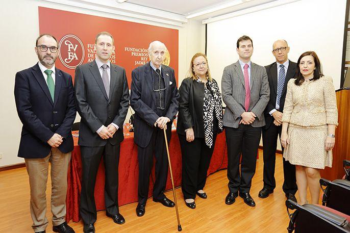 """Los organizadores de la CEU UCH y ponentes de la Jornada """"Mirando al corazón"""", celebrada en la sede de FVEA en Valencia."""