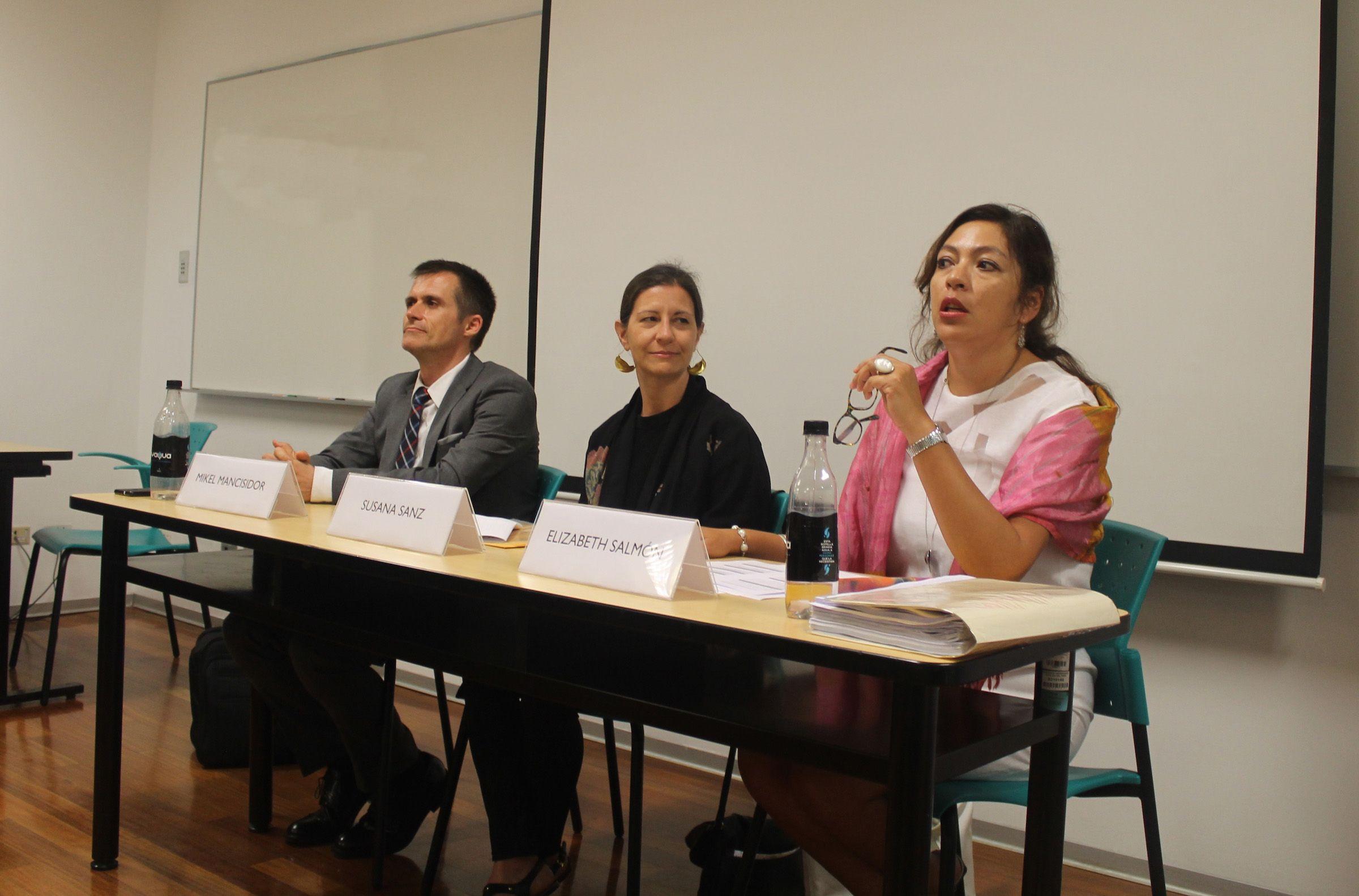 Los ponentes Mikel Mancisidor, Susana Sanz y Elisabeth Salmón, en una de las sesiones del curso para jueces, fiscales y abogados peruanos.