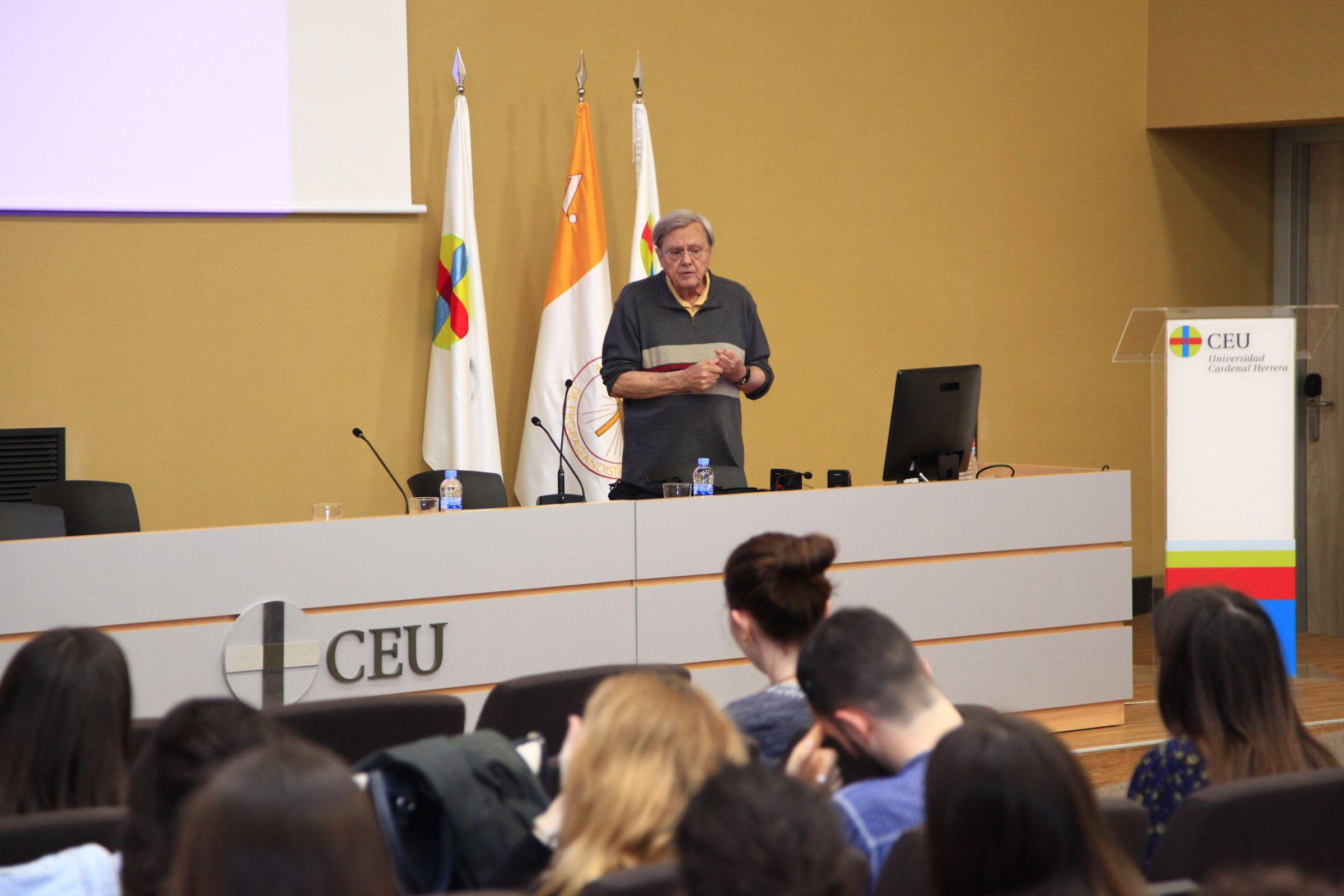 Jack C. de la Torre, profesor de Neuropsicología de la University of Texas at Austin, en la CEU UCH.