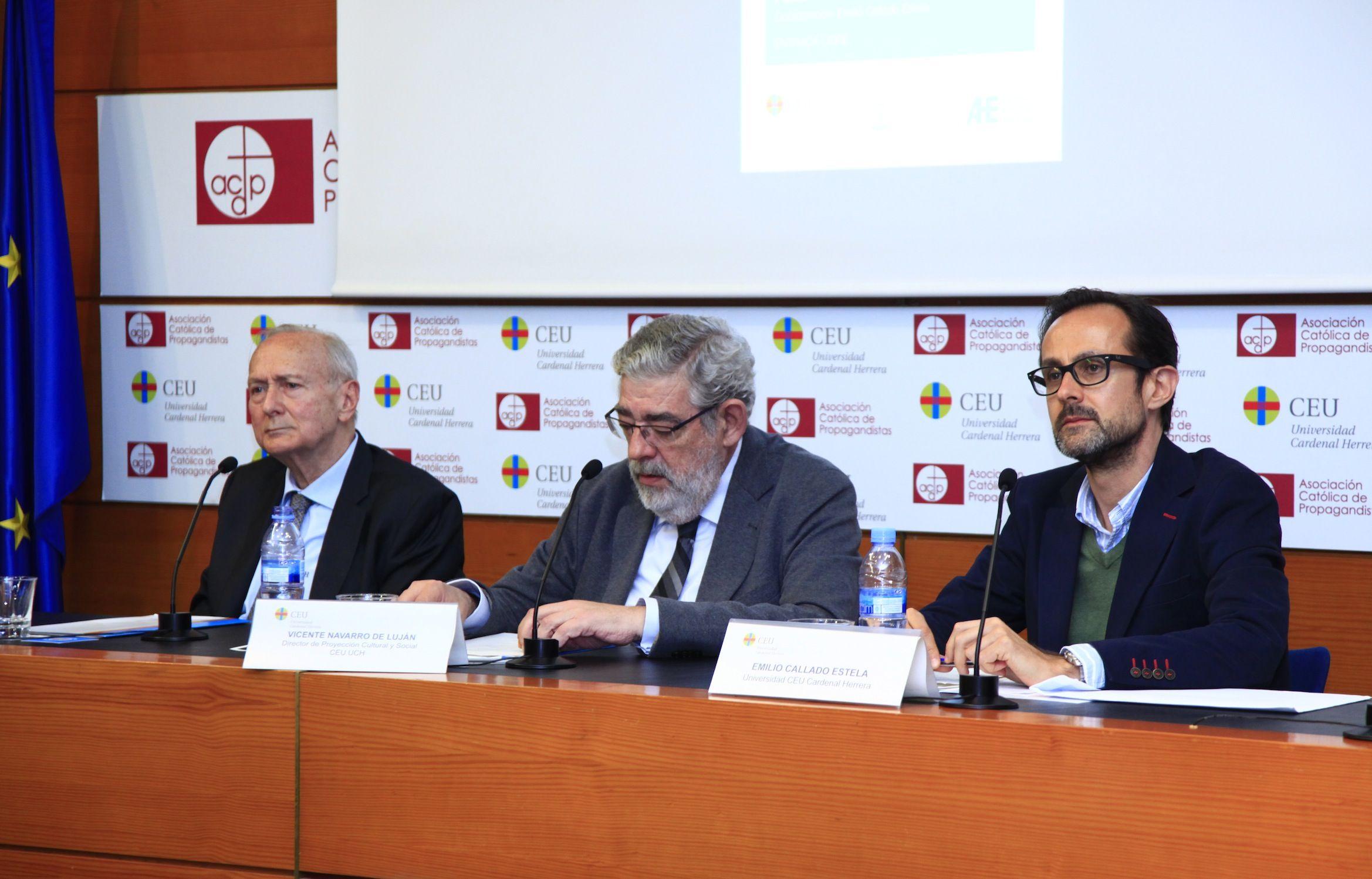 Juan María Laboa, Vicente Navarro de Luján y Emilio Callado, en la primera sesión de las Jornadas.