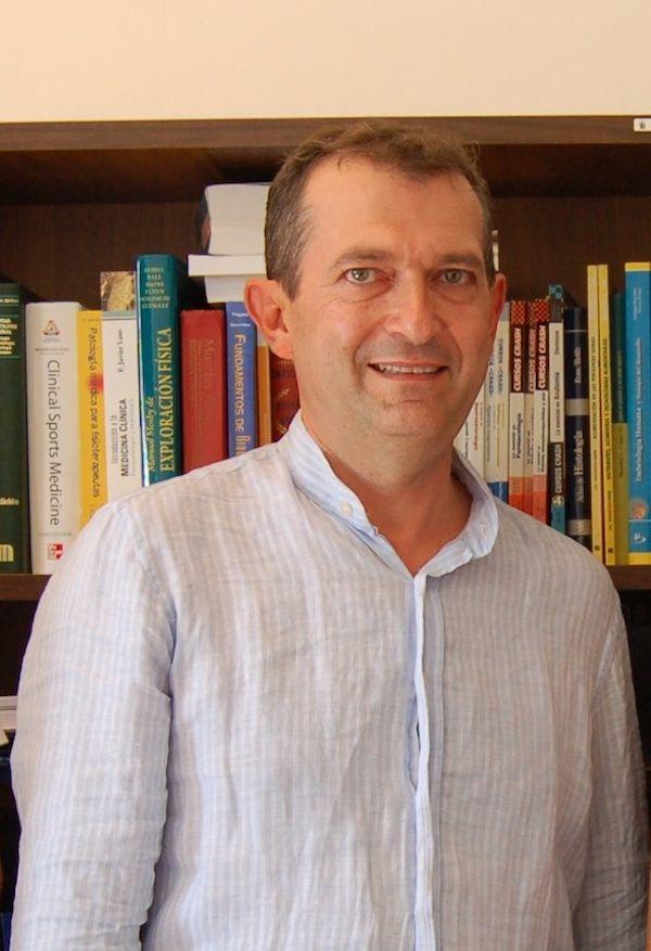 El doctor Julio Doménech es profesor de los Grados de Medicina y Fisioterapia de la CEU-UCH en Valencia y Castellón.
