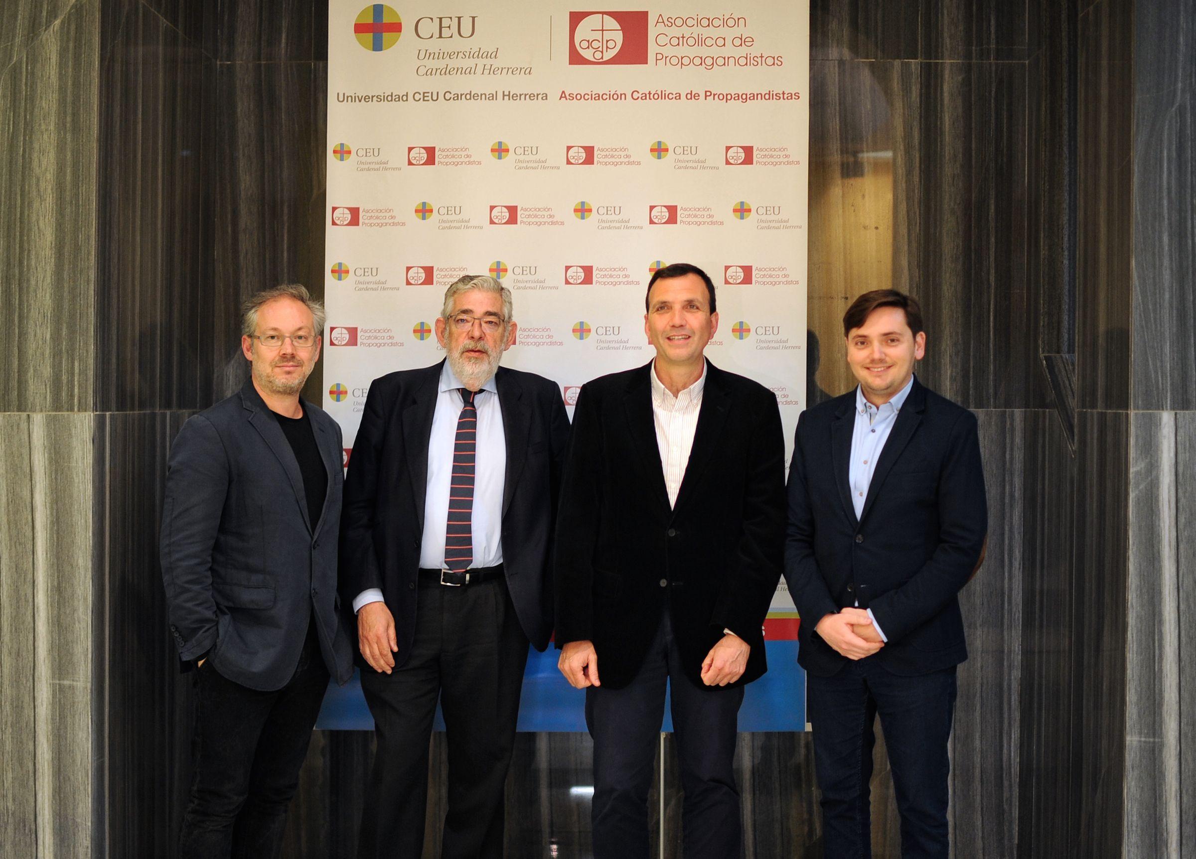 Abraham Canales, Vicente Navarro de Luján, Enrique Lluch e Ignacio Grande, en la presentación del libro.