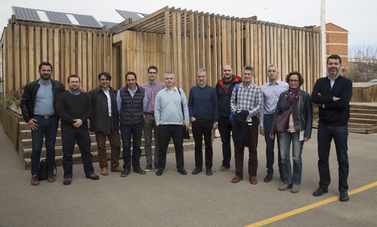 Investigadores del Grupo TecEner de la CEU UCH de Valencia, el LIFTEC del CSIC-UniZar-UPV, en Zaragoza, y el Instituto de Robótica CSIC-UPC, en Barcelona, durante su reunión en la CEU UCH.