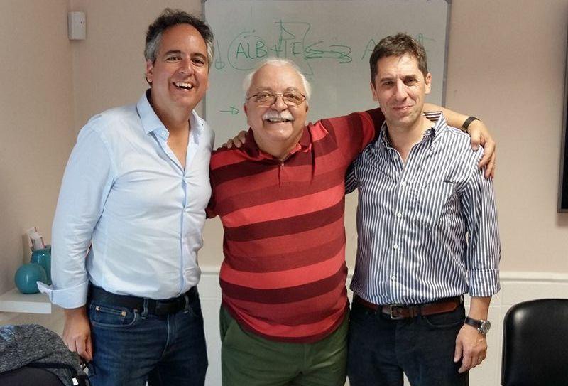 El profesor de la CEU UCH José Ignacio Redondo, con los profesores Tomás Wheeler, Jefe de Cirugía de la Facultad de Ciencias Veterinarias de la Universidad de Río Cuarto, en Córdoba, y el Dr. Pablo Otero, Profesor de Anestesiología la Universidad de Buenos Aires.