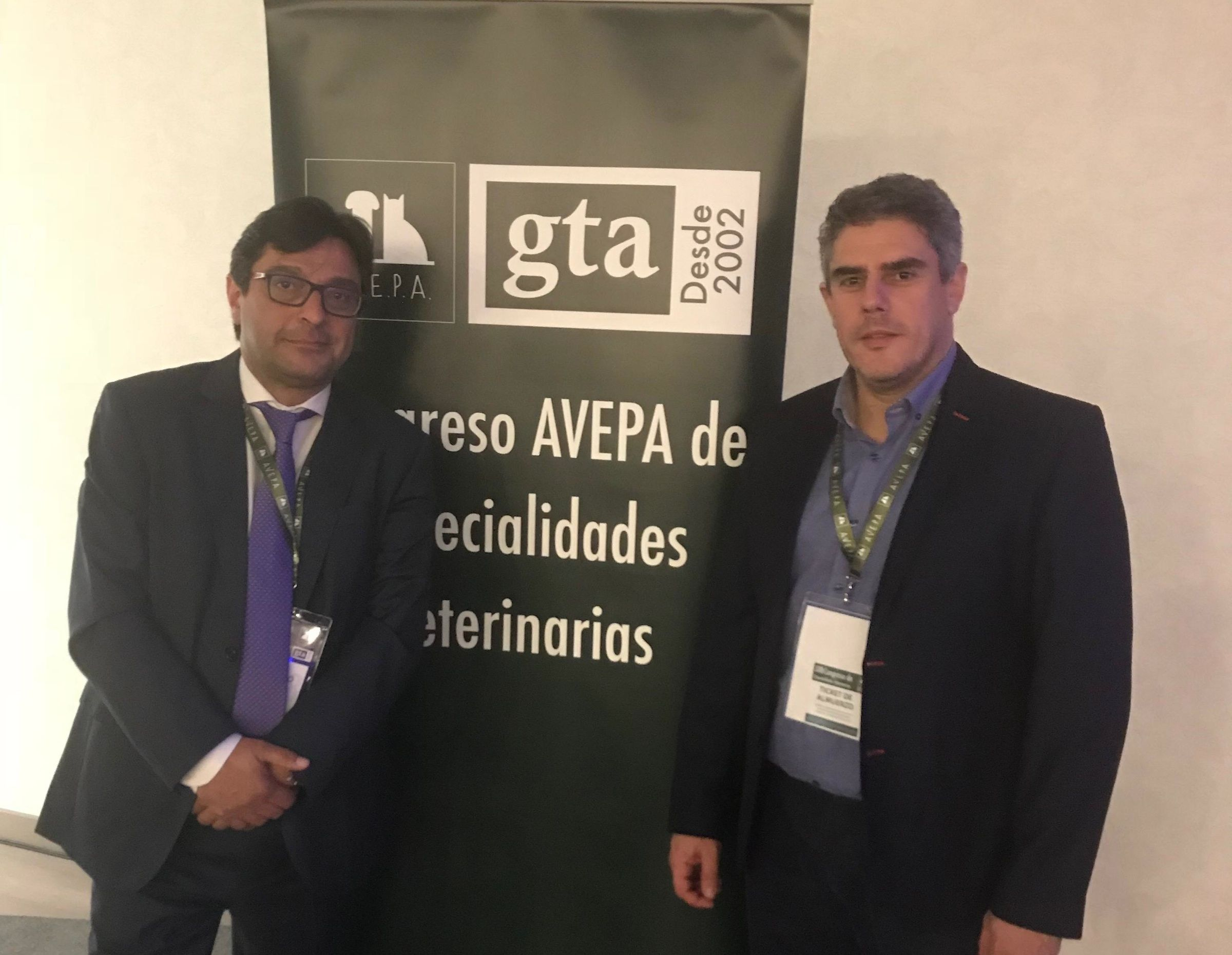 Los doctores Amaya y Ortega, profesores de Medicina y Veterinaria de la CEU UCH, en el Congreso GTA18 de la AVEPA.