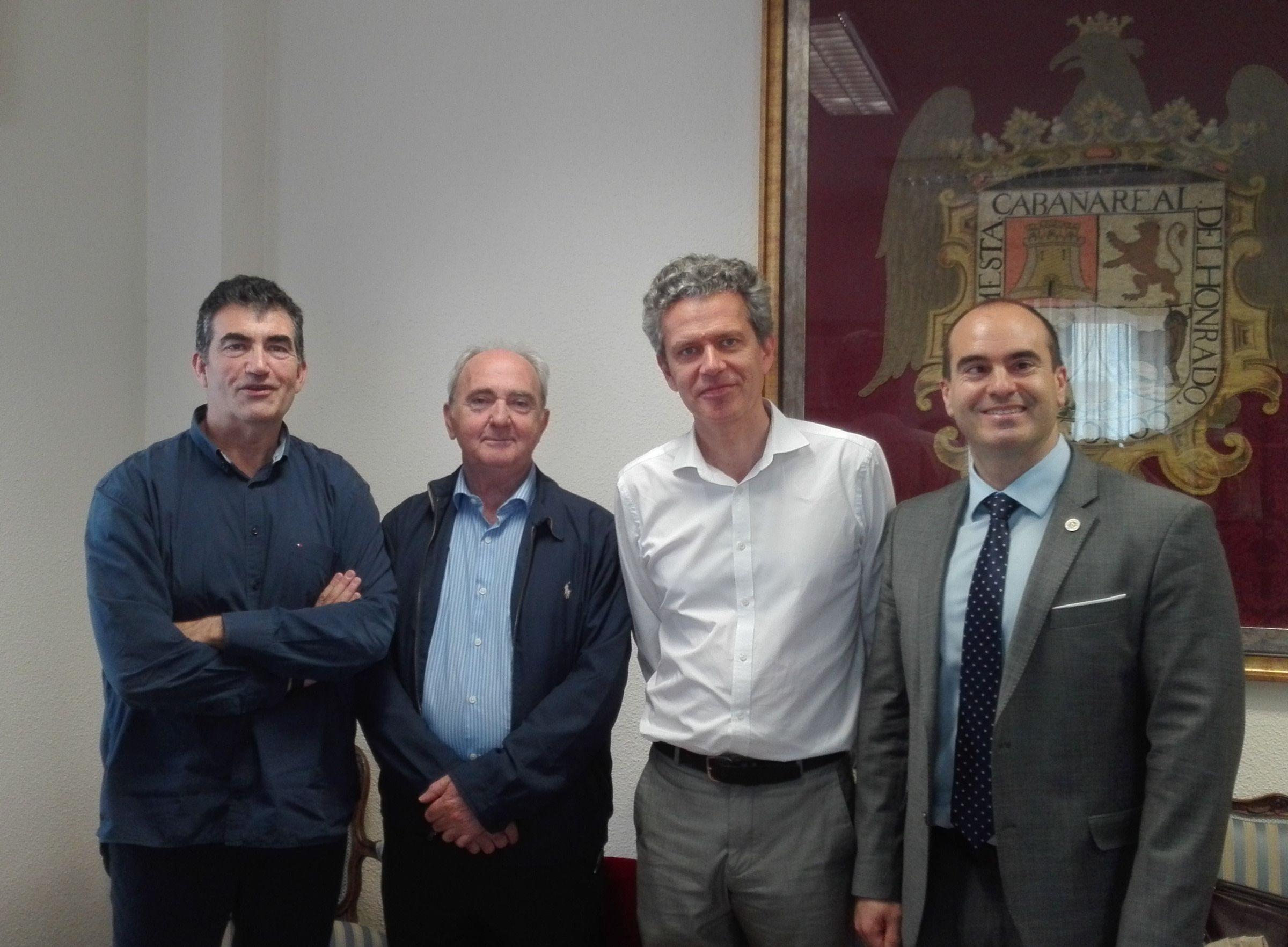 Corpa, a la derecha, con los nuevos miembros del comité ejecutivo de la UEECA. FOTO: UEECA.