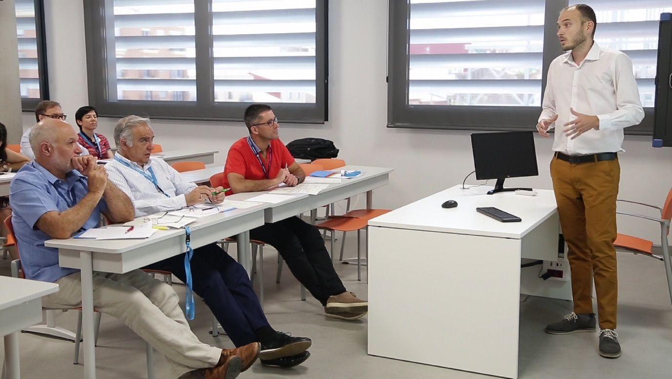 En la jornada predoctoral celebrada en la CEU UCH, los estudiantes del Programa de Doctorado en Medicina Traslacional de CEINDO han presentado los avances en sus investigaciones.