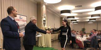 Elena Moreno ha recibido su premio en el 43º Symposium nacional de ASESCU, al que han asistido más de 200 profesionales y técnicos del sector cunícola español.