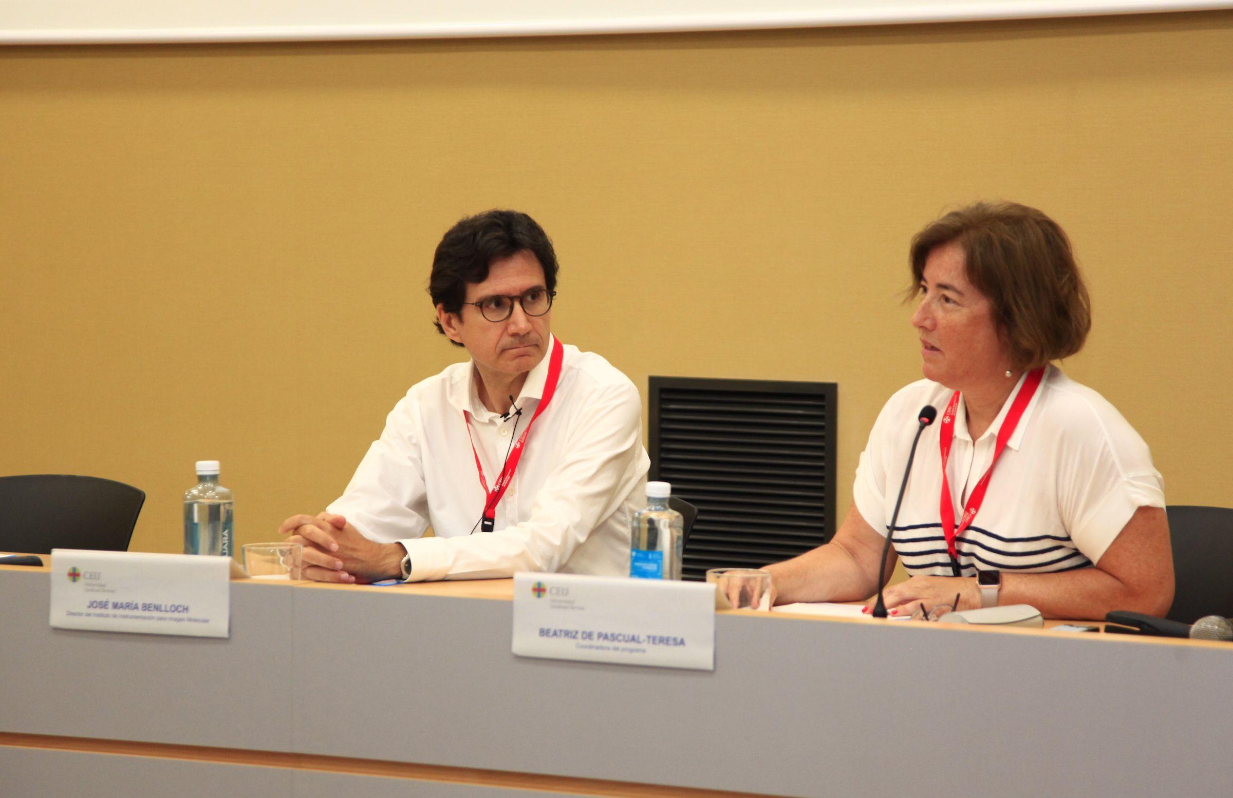 José María Benlloch, Premio Nacional de Investigación 2014, presentado por la profesora coordinadora del Programa de Doctorado, Beatriz de Pascual-Teresa.
