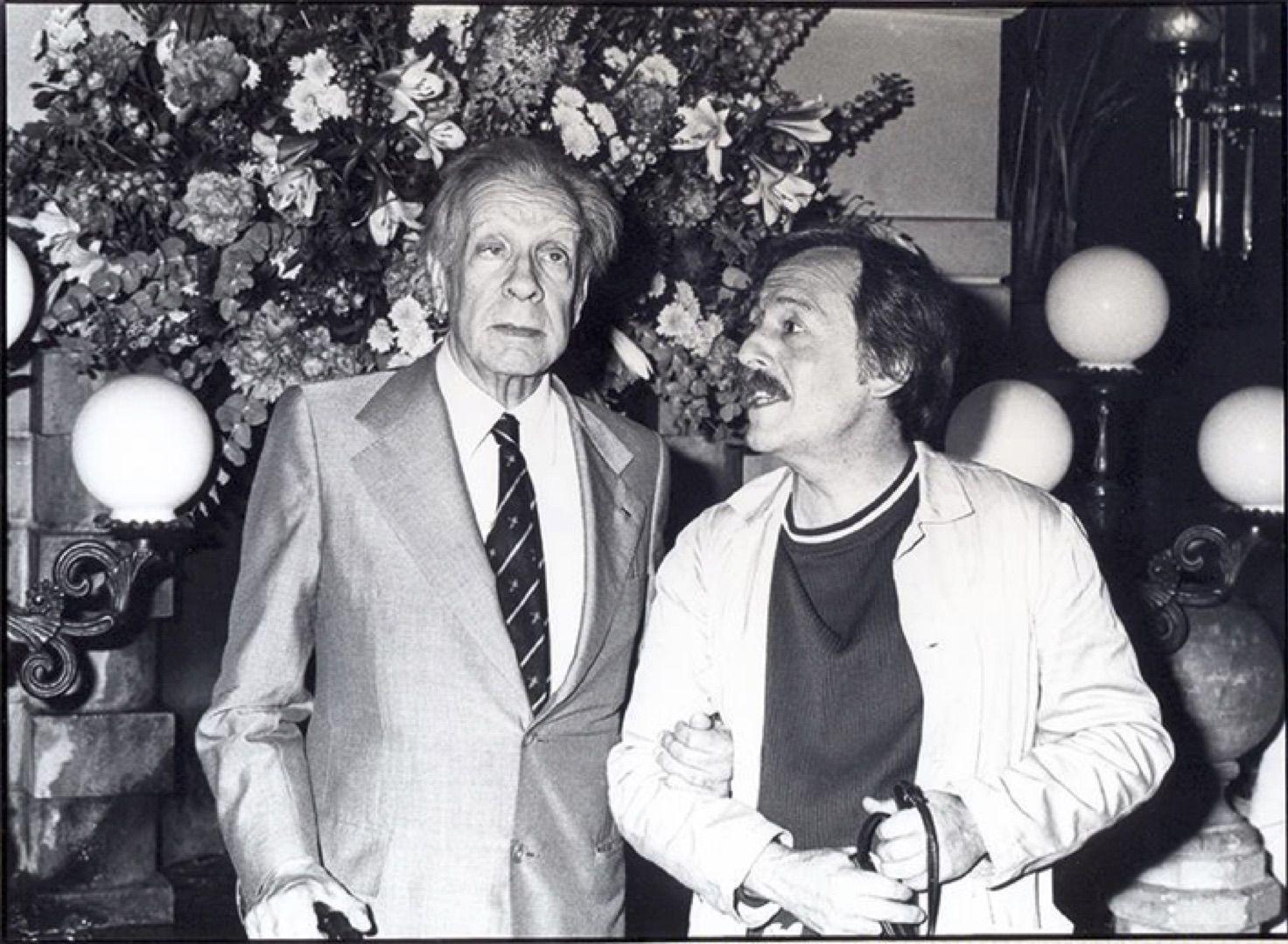 Jorge Luis Borges, junto al fotógrafo Pepe Fernández, en una de las imágenes de la exposición.