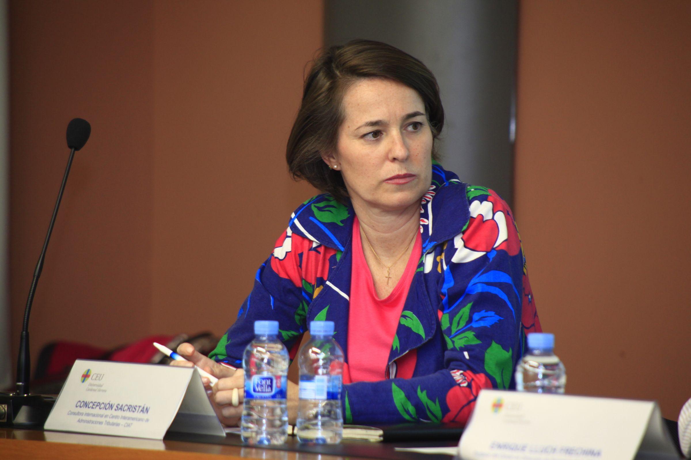 Concepción Sacristán, coautora del informe sobre Transparencia de la responsabilidad fiscal de las empresas del Ibex 35, en la CEU UCH.
