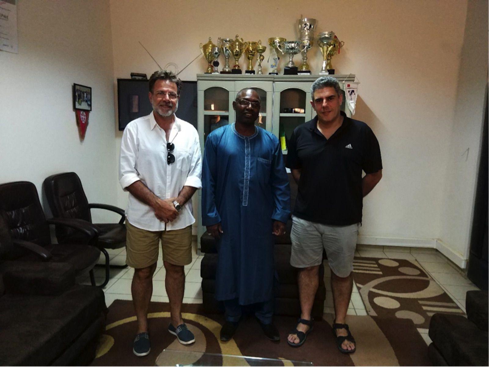 """Los profesores Manuel Bañó y Joaquín Ortega, con el rector Courfia Keba Diawara, de la Universidad """"Assane Seck"""" de Ziguinchor (Senegal)."""