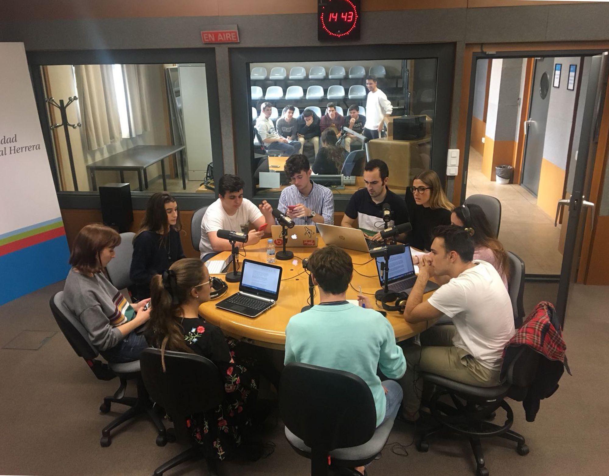 """El primer programa """"Jóvenes de Europa"""" en Radio CEU, organizado por la Cátedra Jean Monnet de la CEU UCH y dedicado a la adhesión de Turquía a la UE."""