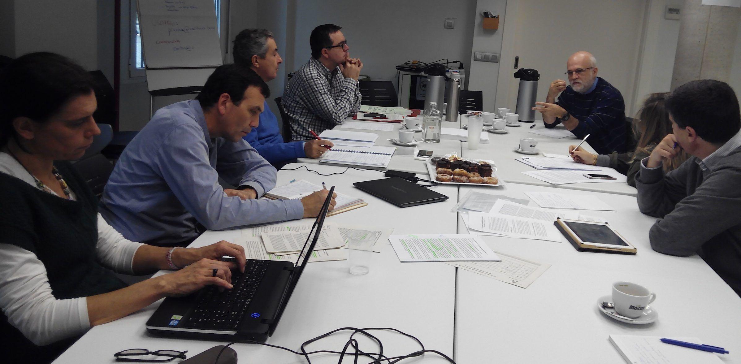 Una de las reuniones del Foro Creyente de Pensamiento Ético Económico, en Madrid, para la elaboración del documento.