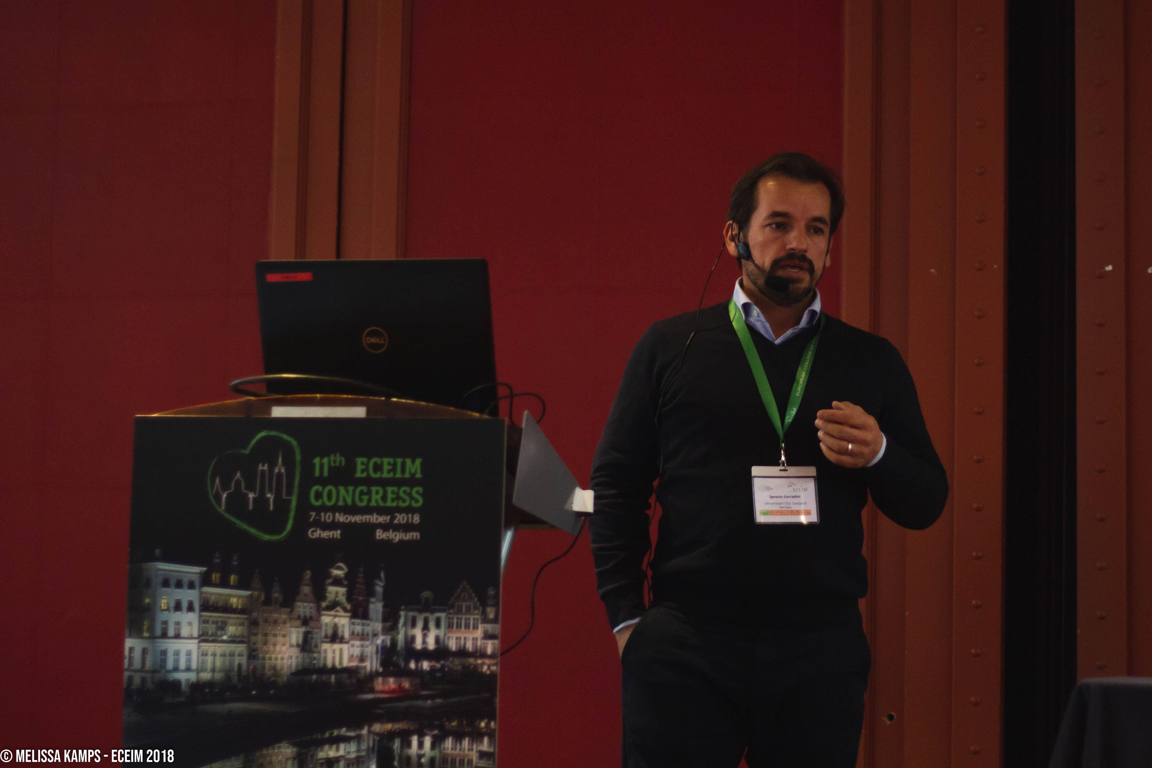 El profesor Ignacio Corradini, en el congreso anual del Colegio Europeo de Medicina Interna de Caballos (ECEIM) 2018, celebrado en Gante.