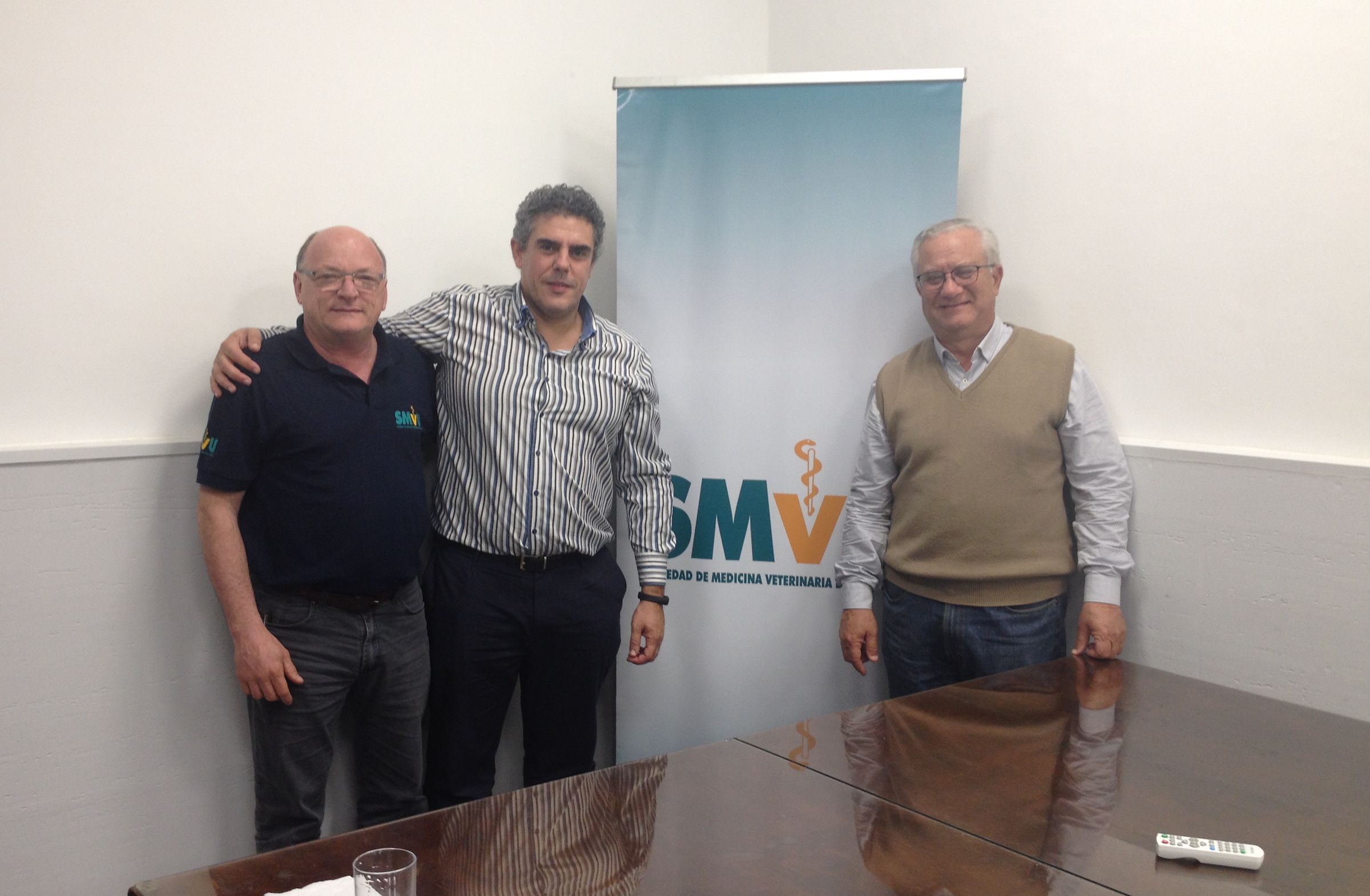 En la Sociedad Uruguaya de Medicina Veterinaria.