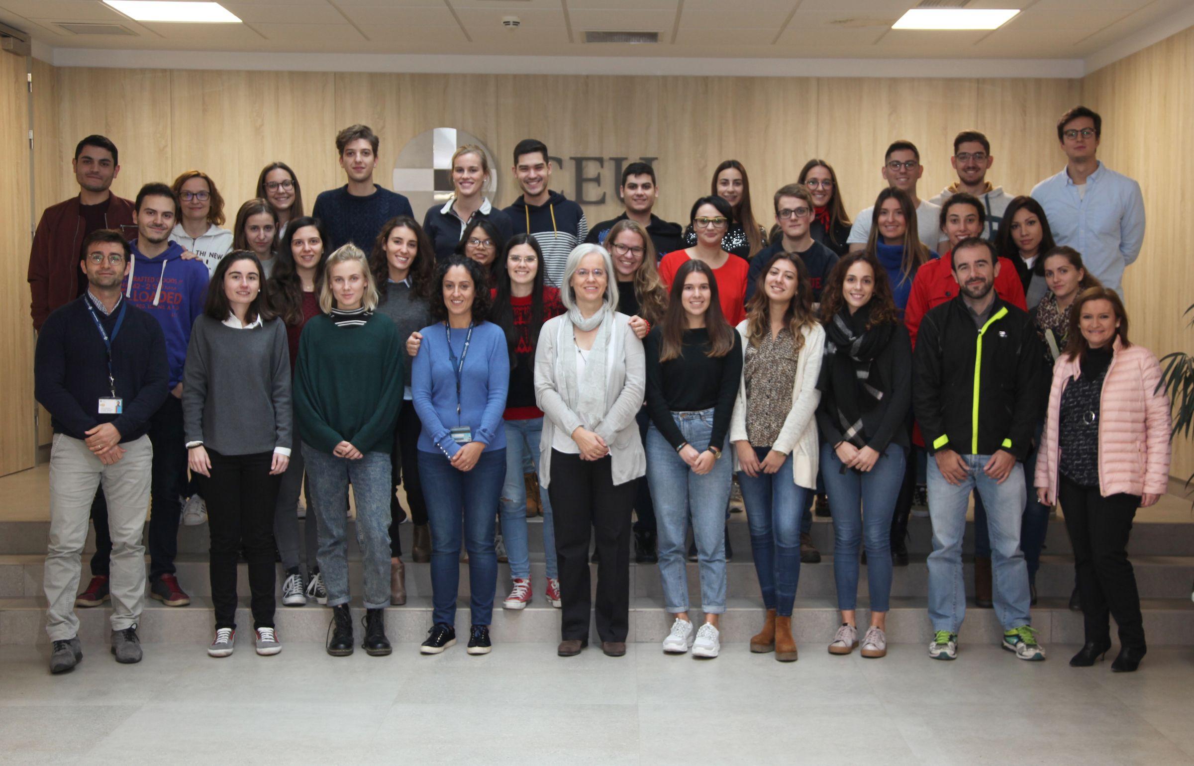 A los estudiantes de Farmacia y Veterinaria, se suman este año al equipo SWI@CEU alunmnos de Enfermería y Medicina y estudiantes de Periodismo, Publicidad y Comunicación Audiovisual, para su divulgación.