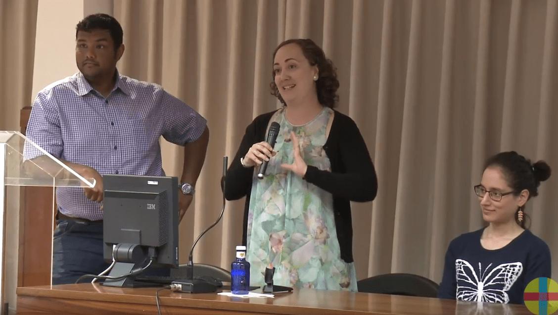 Los profesores Chirag Sheth y Verónica Veses, con la estudiante Fariah Gaba, cuyo TFG ha dado lugar al artículo científico ahora publicado.