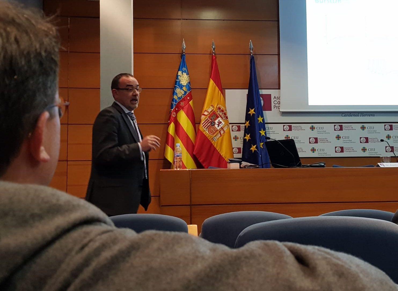 El doctor David Abejón, jefe jefe de la Unidad del Dolor del Hospital Quirónsalud de Madrid, durante su participación en la actividad organizada por la Cátedra del Dolor Vithas-CEU.