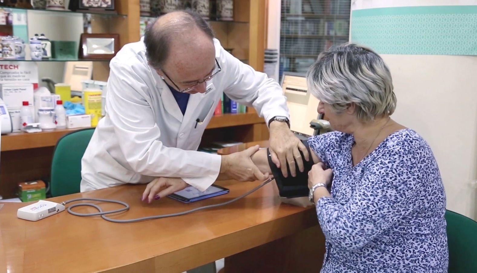 El proyecto COFARTEN de SEFAC y CEU UCH permitirá detectar mejor el riesgo de accidentes cardiovasculares, como infartos de miocardio o ictus cerebrales, que son la primera causa de muerte en España.