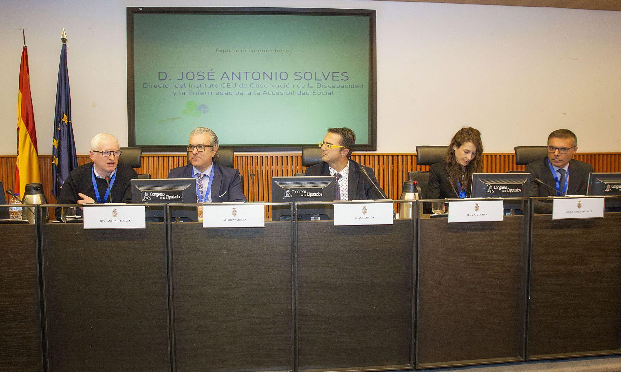 El profesor de la CEU UCH, Josep Solves, director del Instituto ODISEAS, junto a los responsables de las entidades impulsoras del Estudio ENSERio durante la presentación en el Congreso de los Diputados. ©MIGUEL BERROCAL