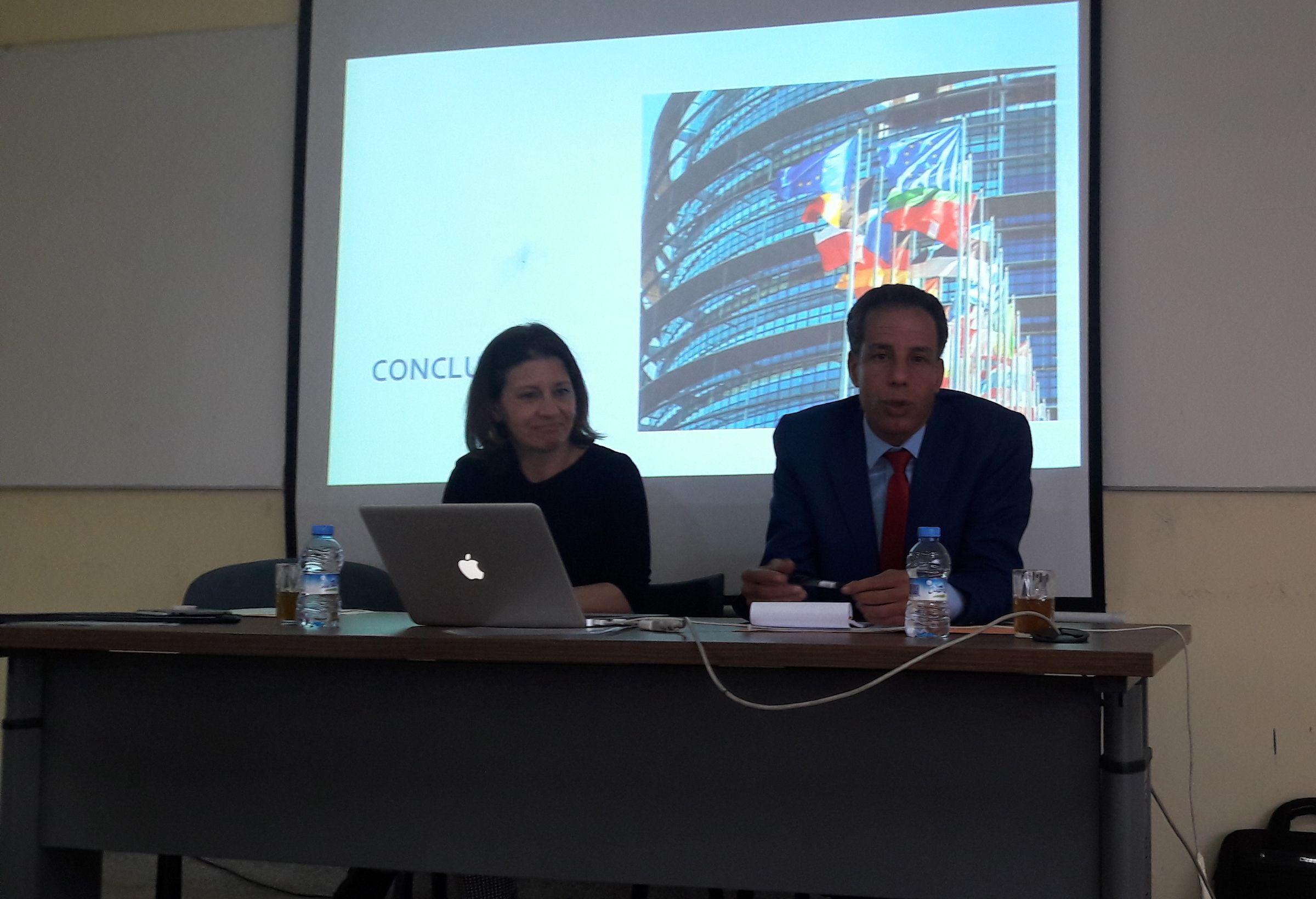 Susana Sanz, con el profesor Abdelmaled El Ouazzani director del Máster en la Universidad Cadi Ayyad de Marrakech.