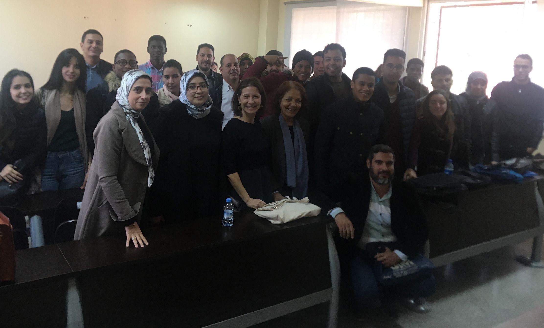 Susana Sanz, con profesores e investigadores de la Universidad Cadi Ayyad, en Marrakech.