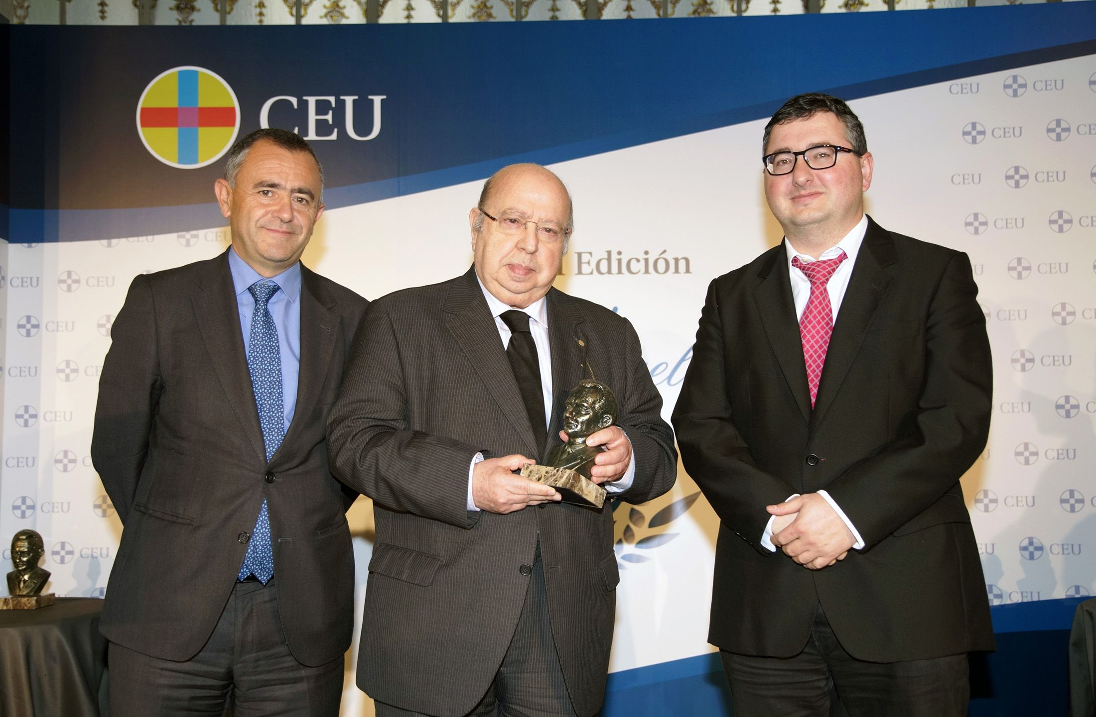 José Peña y Jaime Vilarroig, recibiendo el premio en el acto académico de la Festividad de la Conversión de San Pablo celebrado en Madrid.