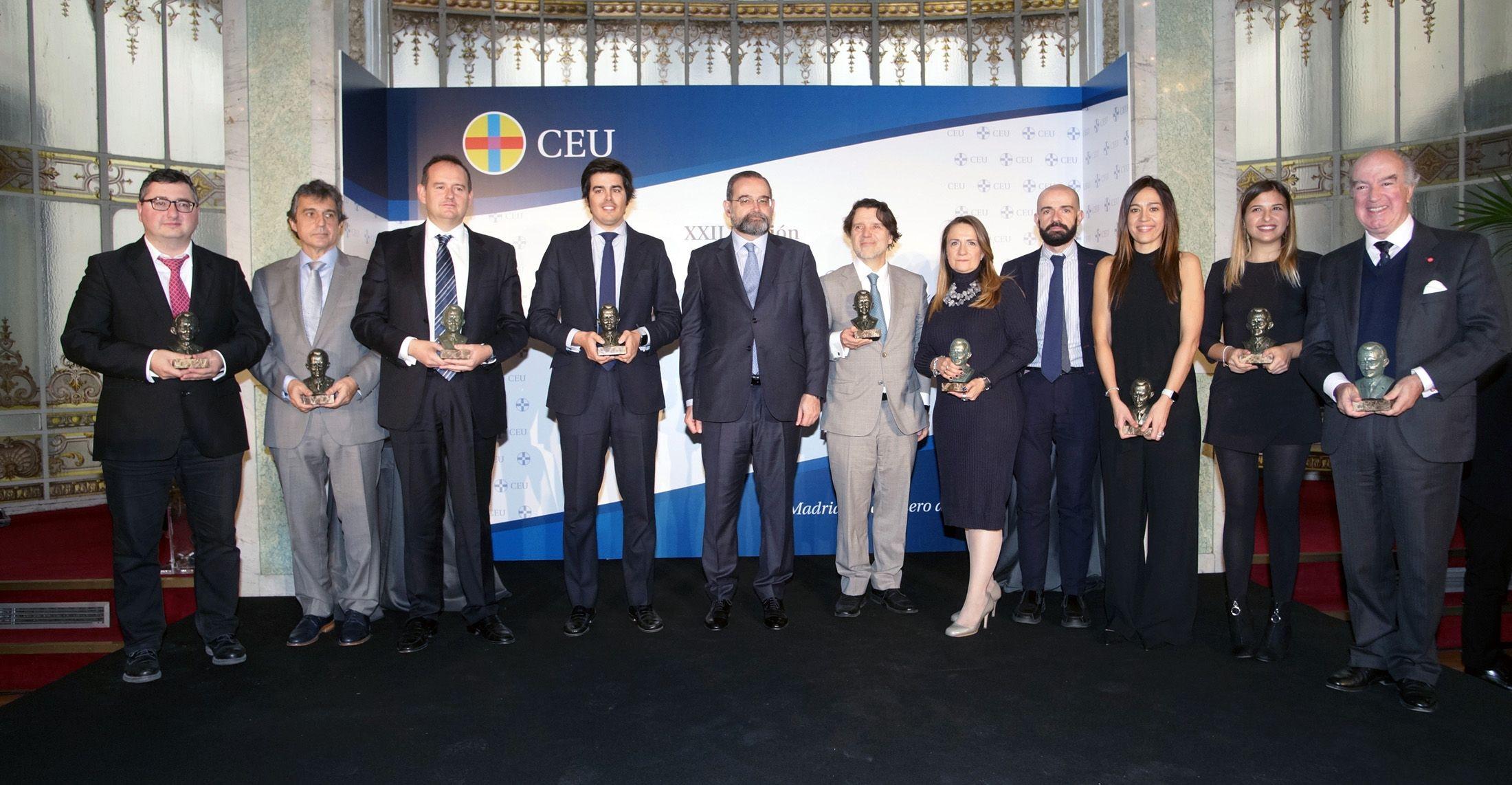 Vilarroig, a la izquierda, junto a los galardonados en la XXII edición de los Premios Ángel Herrera.