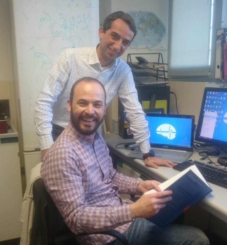 Los investigadores Jorge Brotons y Víctor Borrell en el Instituto de Neurociencias.