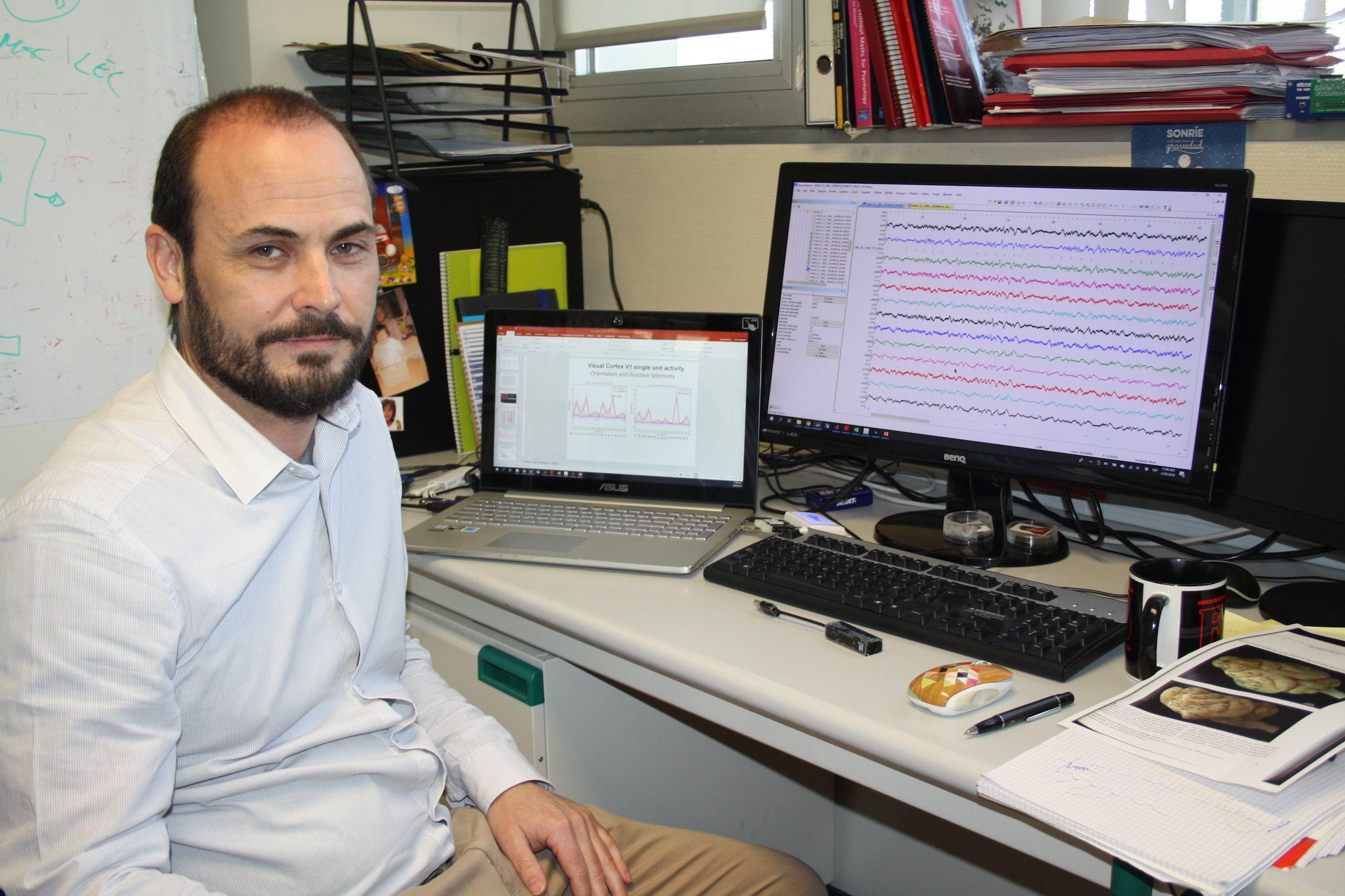 El profesor Jorge Brotons Mas, del Departamento de Ciencias Biomédicas de la Universidad CEU Cardenal Herrera en Elche, ha iniciado la colaboración con el Instituto de Neurociencias UMH-CSIC.