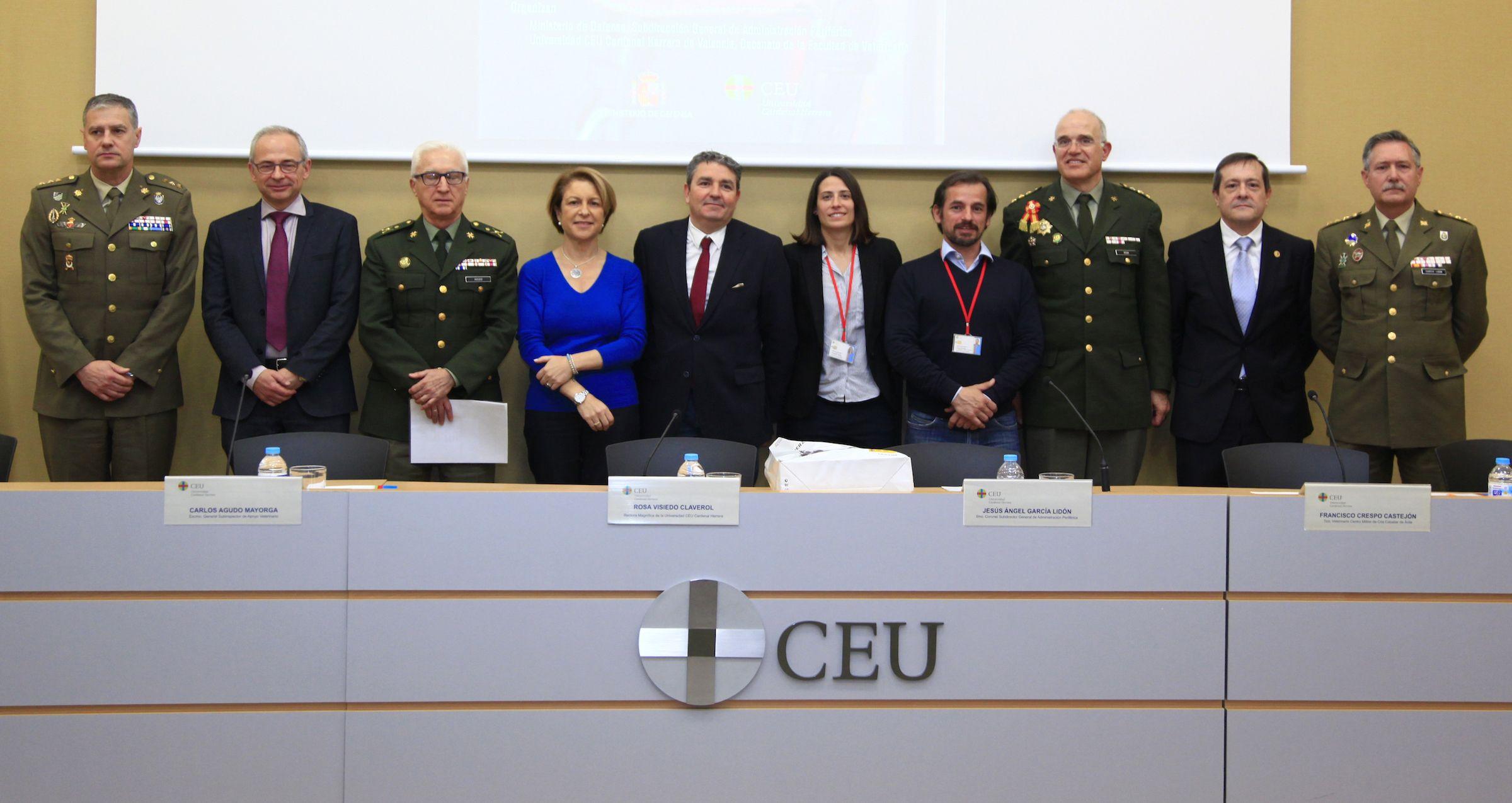 Ponentes y representantes de la CEU UCH y la la Subdelegación General de Administración Periférica del Ministerio de Defensa, en la Jornada de Cría Caballar.