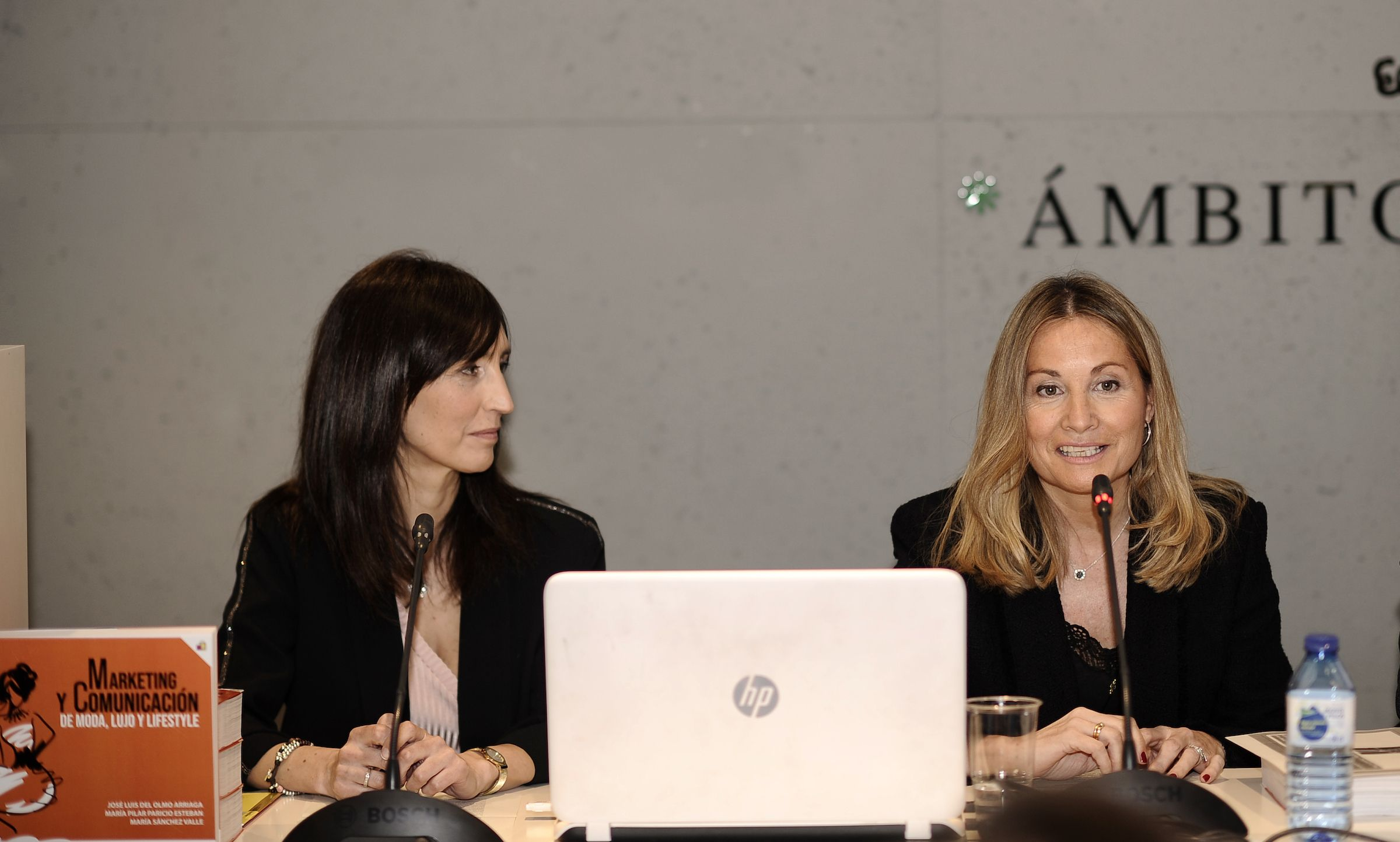 Las autoras María Sánchez Valle y Pilar Paricio, en la presentación del libro.